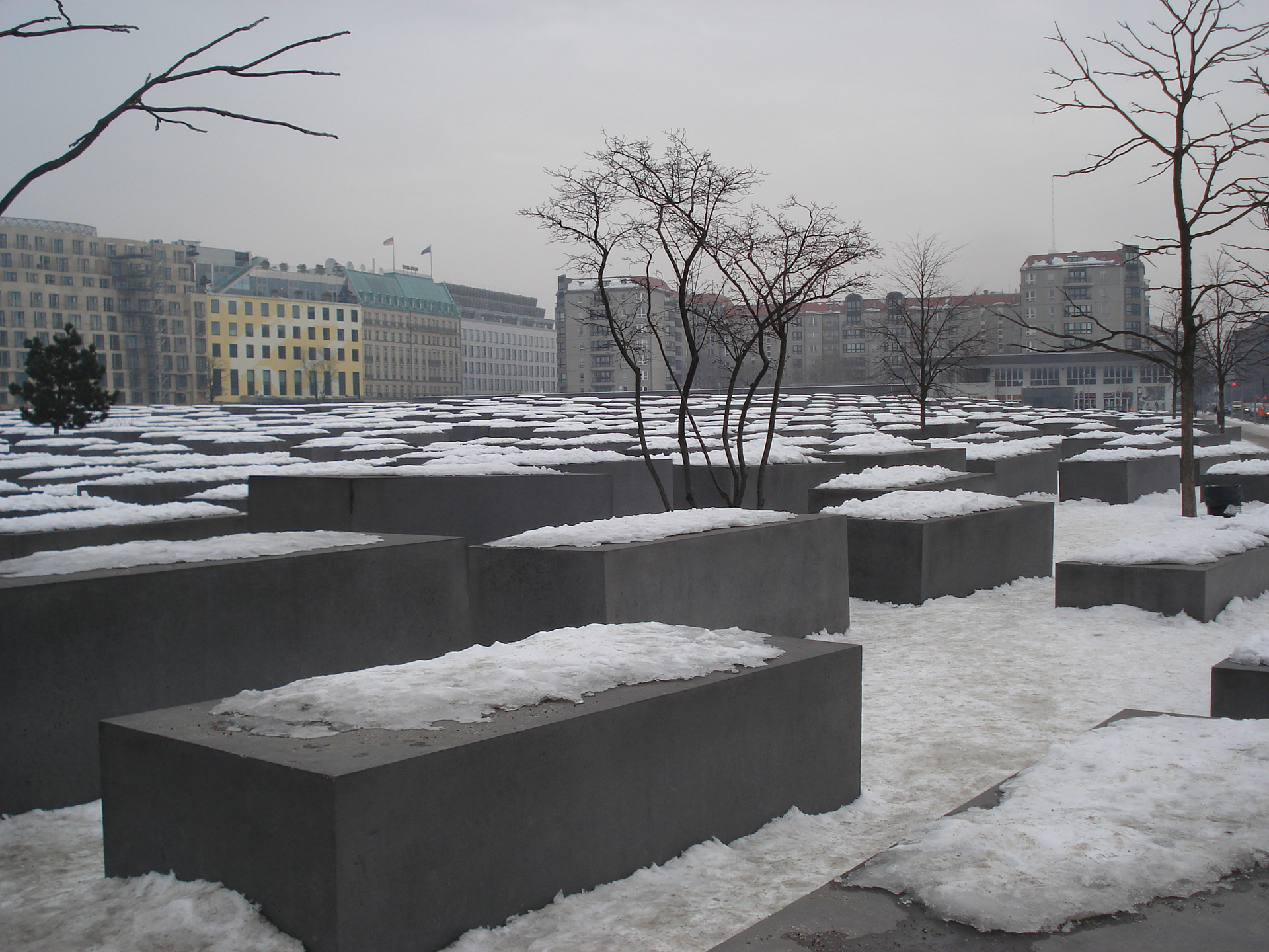 El Memorial del Holocausto se inauguró en 2005. Diseñado por el arquitecto neoyorquino Peter Eisenman, tiene 2.711 columnas de concreto de diferentes alturas