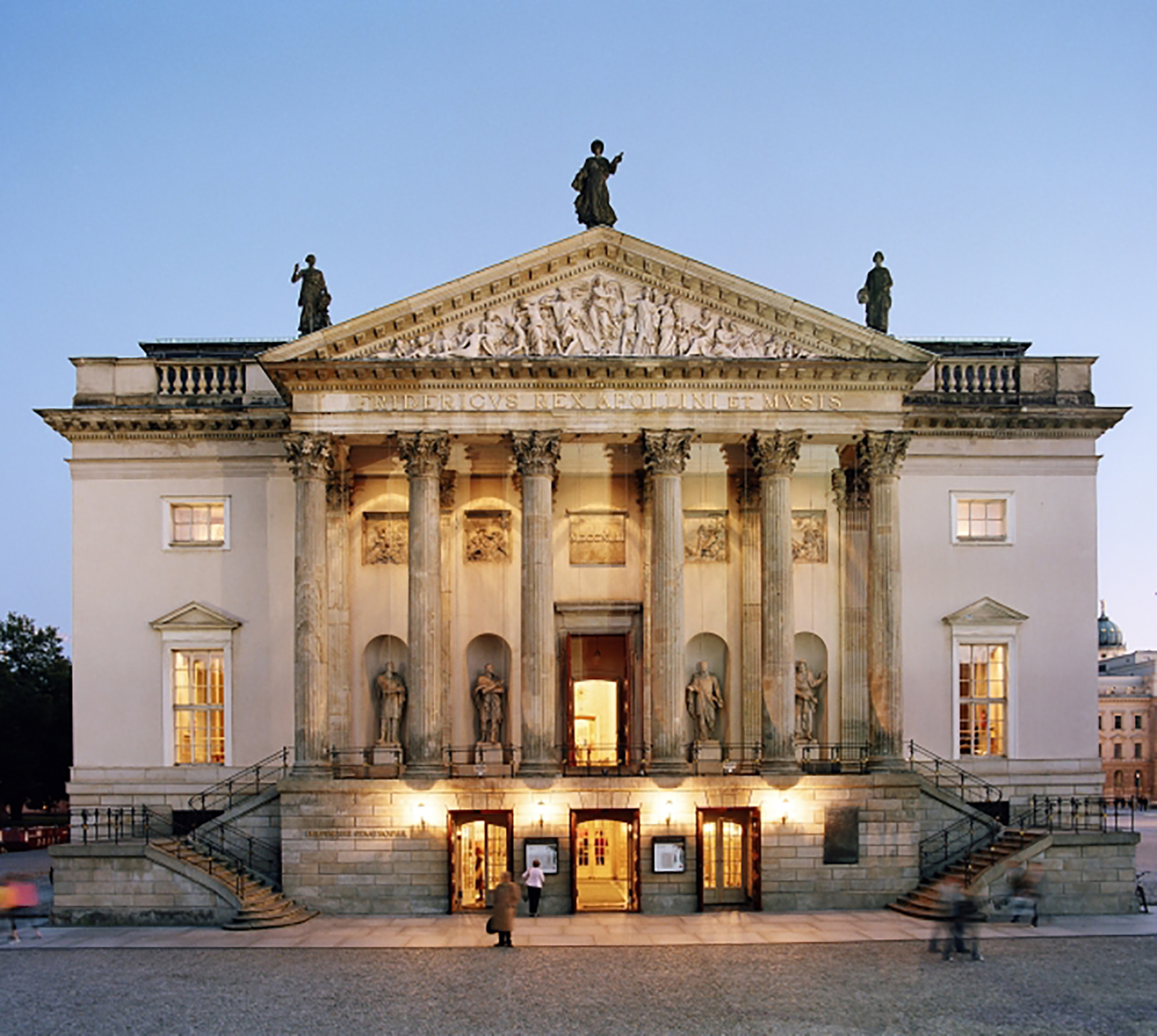 La Opera de Berlín es de amplias tempradas, pero, además, tiene atractivo especial para los argentinos: el director de su orquesta es Daniel Baremboin (Max Lautenschlaeger)