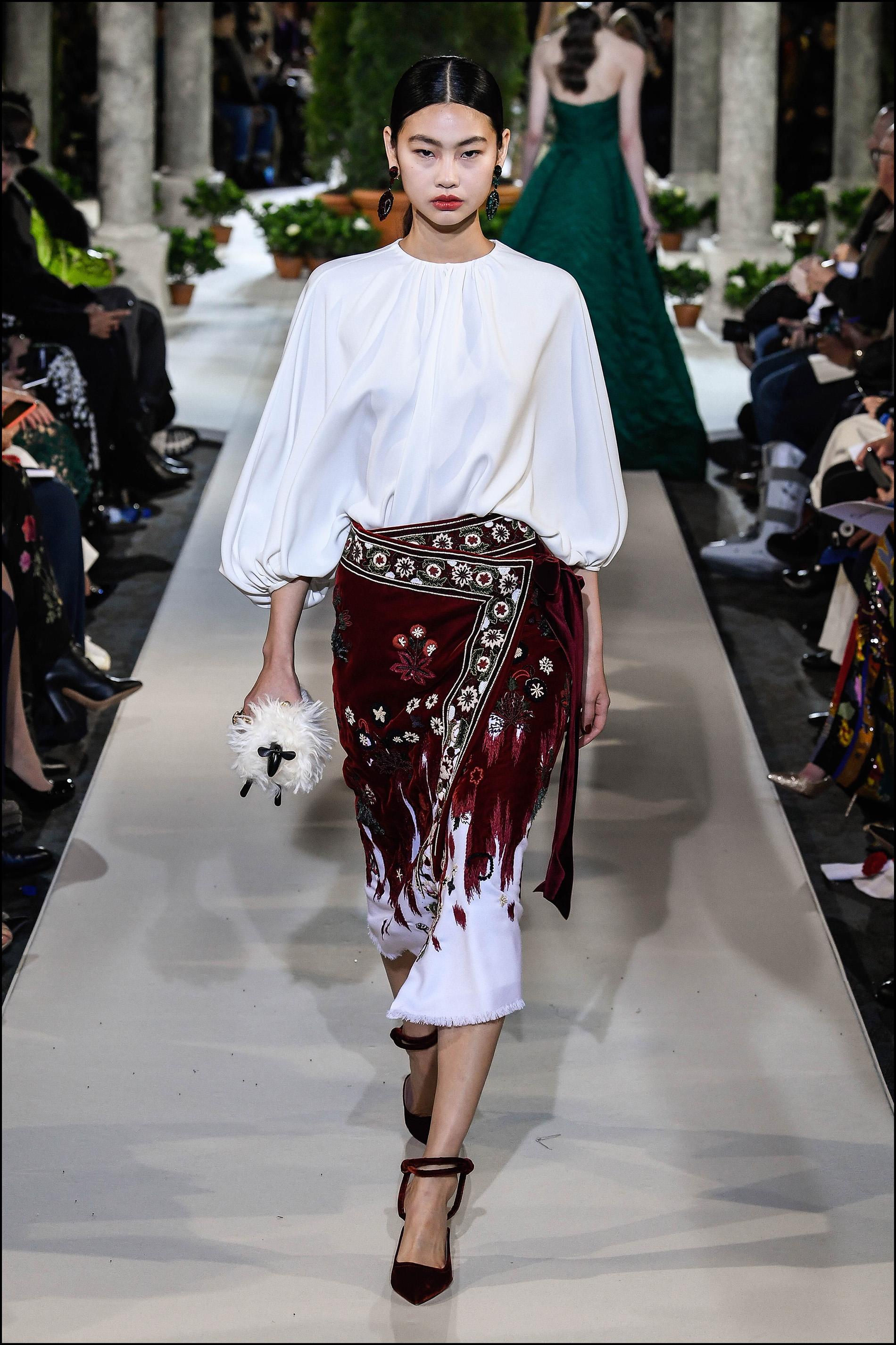 Faldas tipo pareo y blusas con mangas efecto globo.