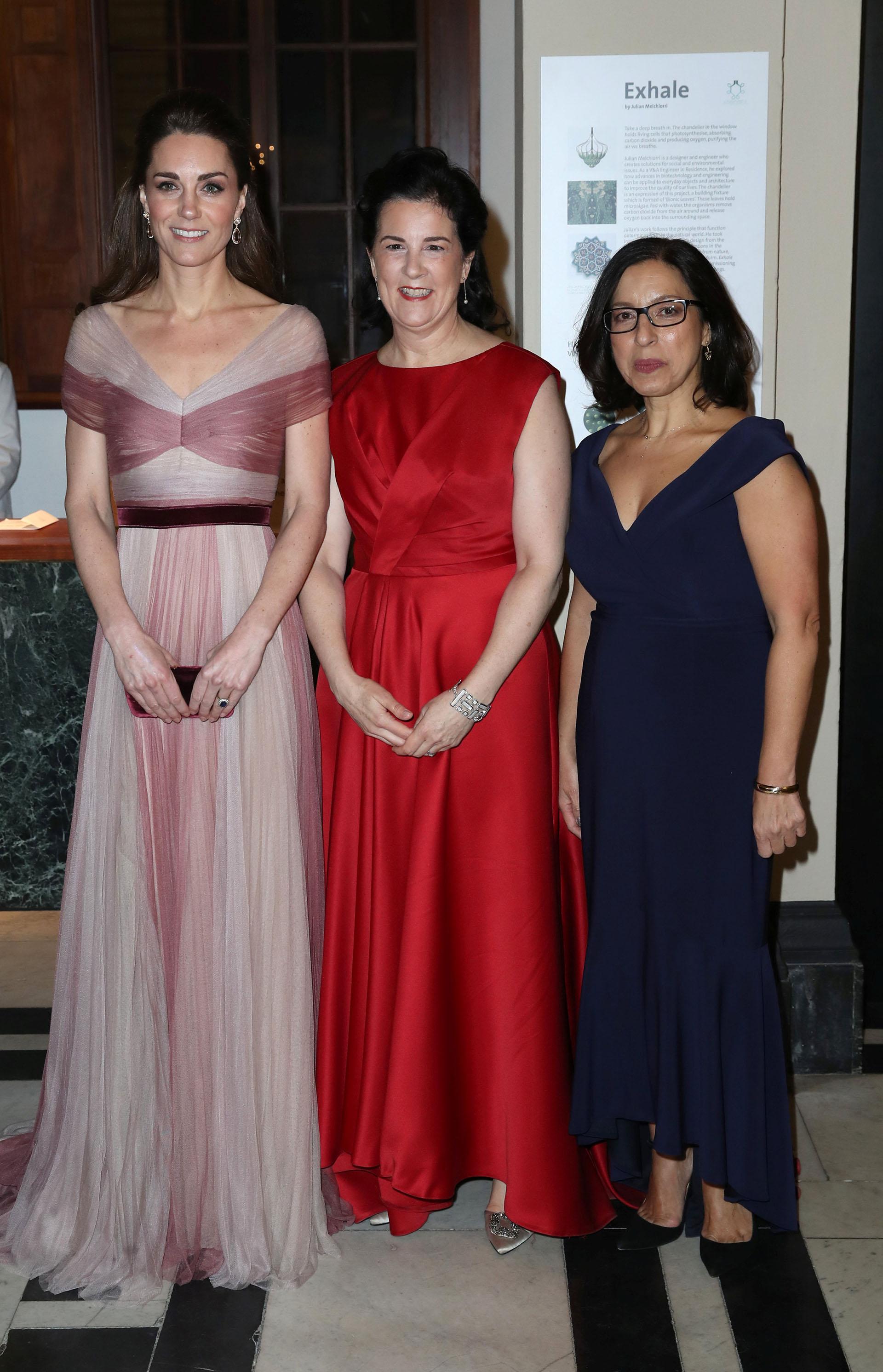 La duquesa junto a las directoras de la iniciativa, Amanda Pullinger y Lauren Malafronte /// Fotos: Reuters