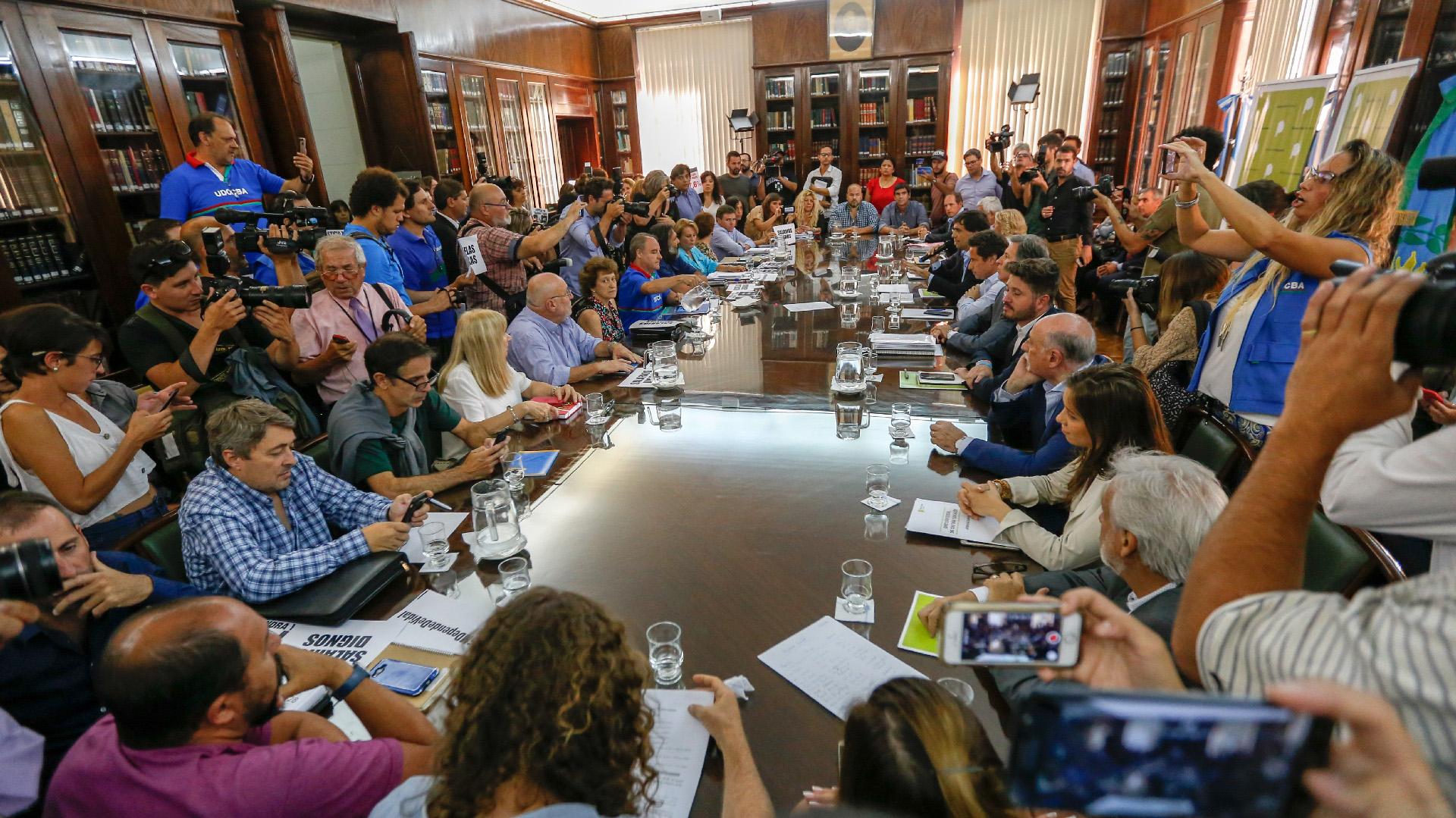 Mesa paritaria docente en la provincia de Buenos Aires. (Nicolás Aboaf)
