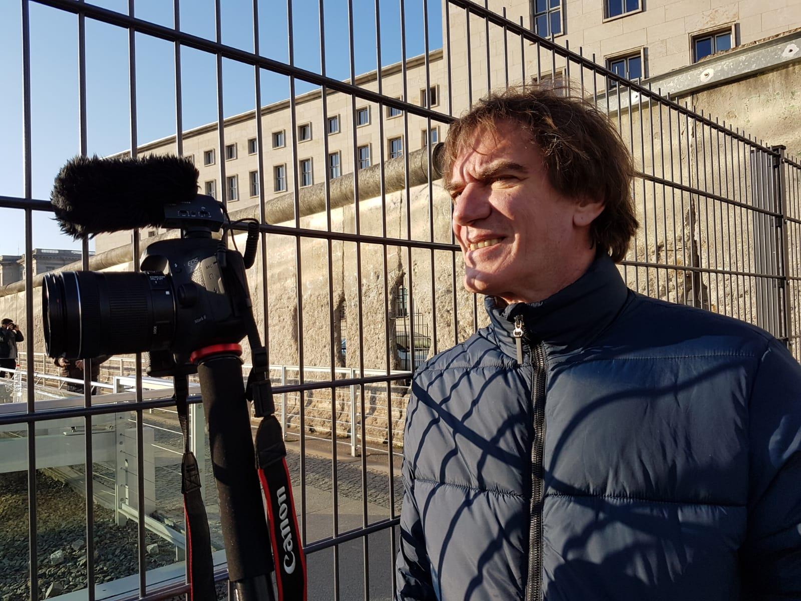 Dario Lopérfido durante la filmación de uno de sus documentales europeos.