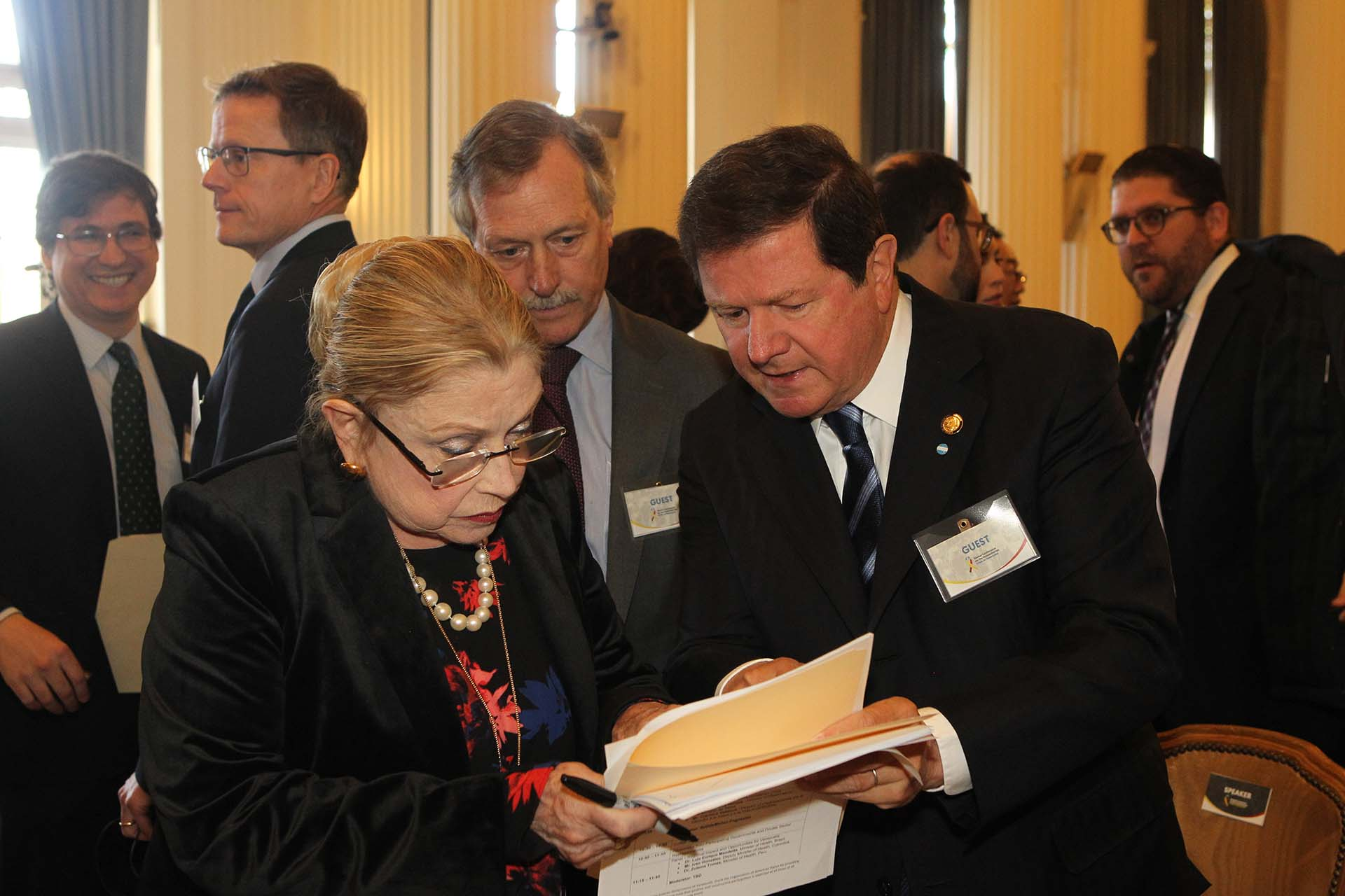 El embajador argentino en Washington, Fernando Oris de Roa (Pedro Zavarce)