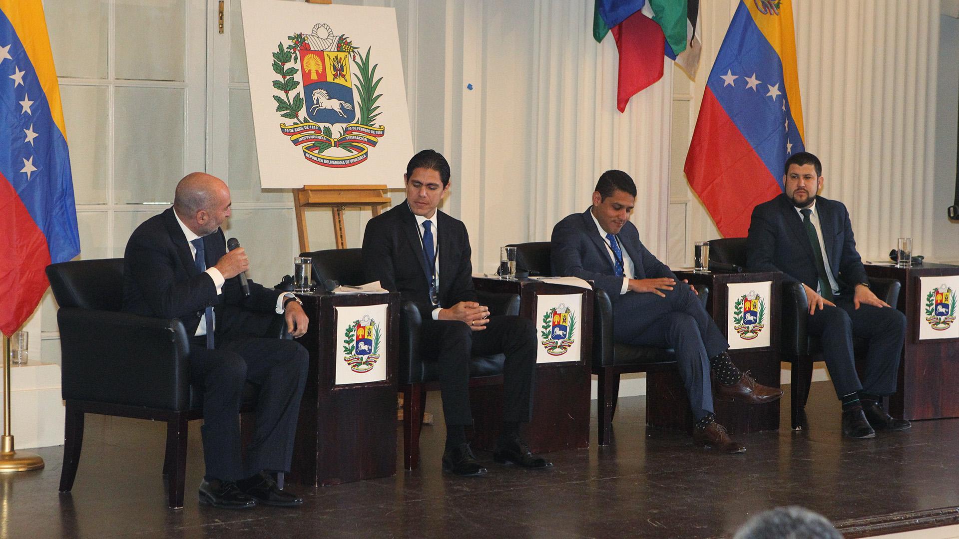 Diputado José Manuel Olivares; Lester Toledo, Coordinador internacional para la Ayuda Humanitaria, y David Smolansky, Coordinador del Grupo de Trabajo de la Crisis de Migrantes y Refugiados Venezolanos de la Organización de Estados Americanos