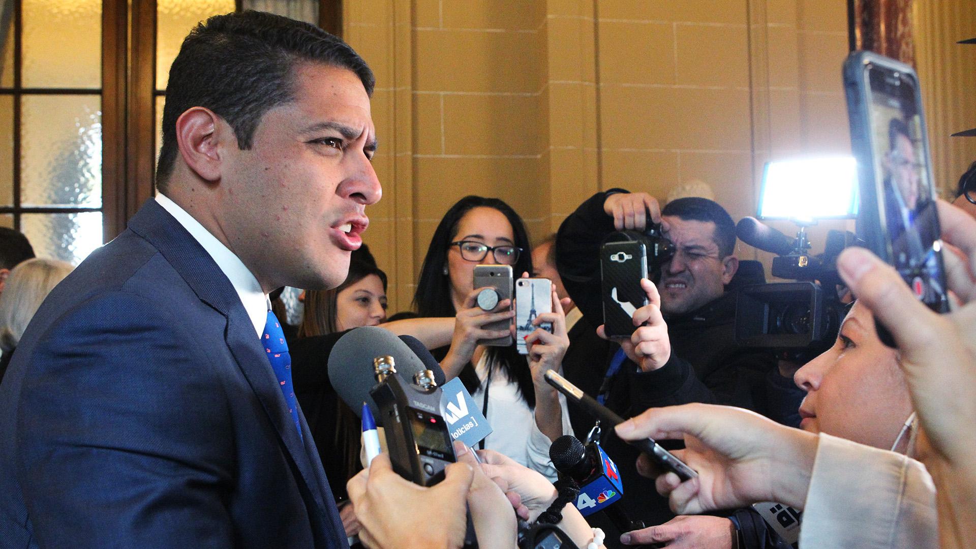 José Manuel Olivares negó que la ayuda humanitaria donada por los EEUU estuviera contaminada, como aseguró la vicepresidente de Nicolás MAduro, Delsy Rodríguez