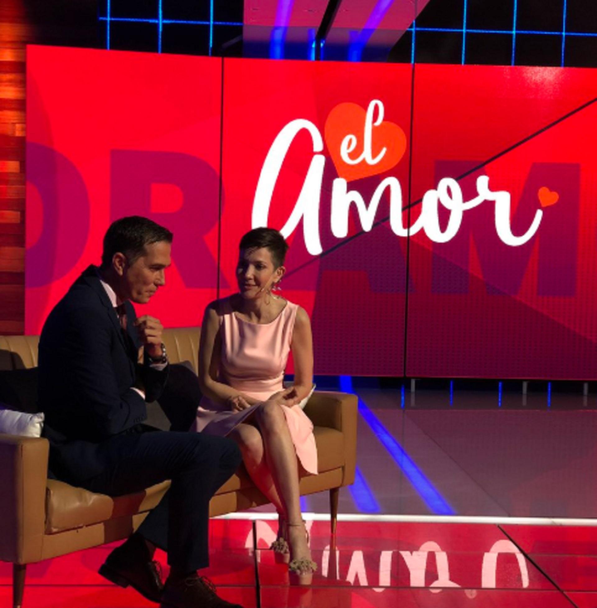 Con muchas expectativas, todos especulaban la confirmación del romance entre Cristina Perez y Rodolfo Barilli. Los conductores contaron la verdad de su relación en Telefe Noticias (Twitter @TelefeNoticias)