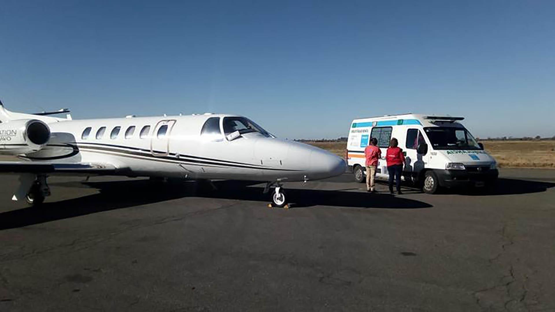 El avión sanitario arribó a San Miguel de Tucumán a las 0:30 de este sábado (comunicaciontucuman.gob.ar)
