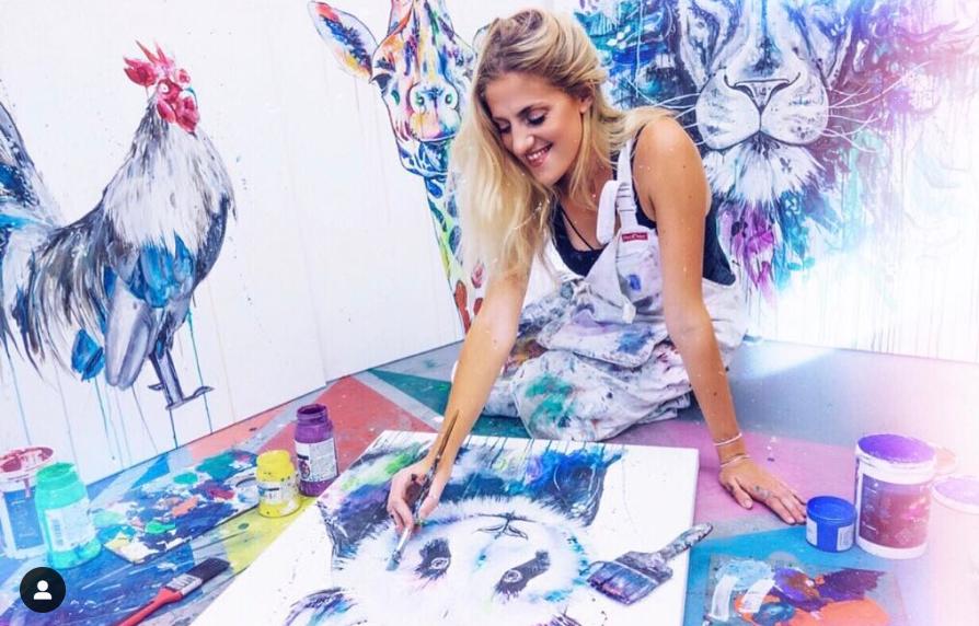 Sophie inició su carrera artística al pintar cuadros de las mascotas de su familia y amigos (Foto: Instagram)