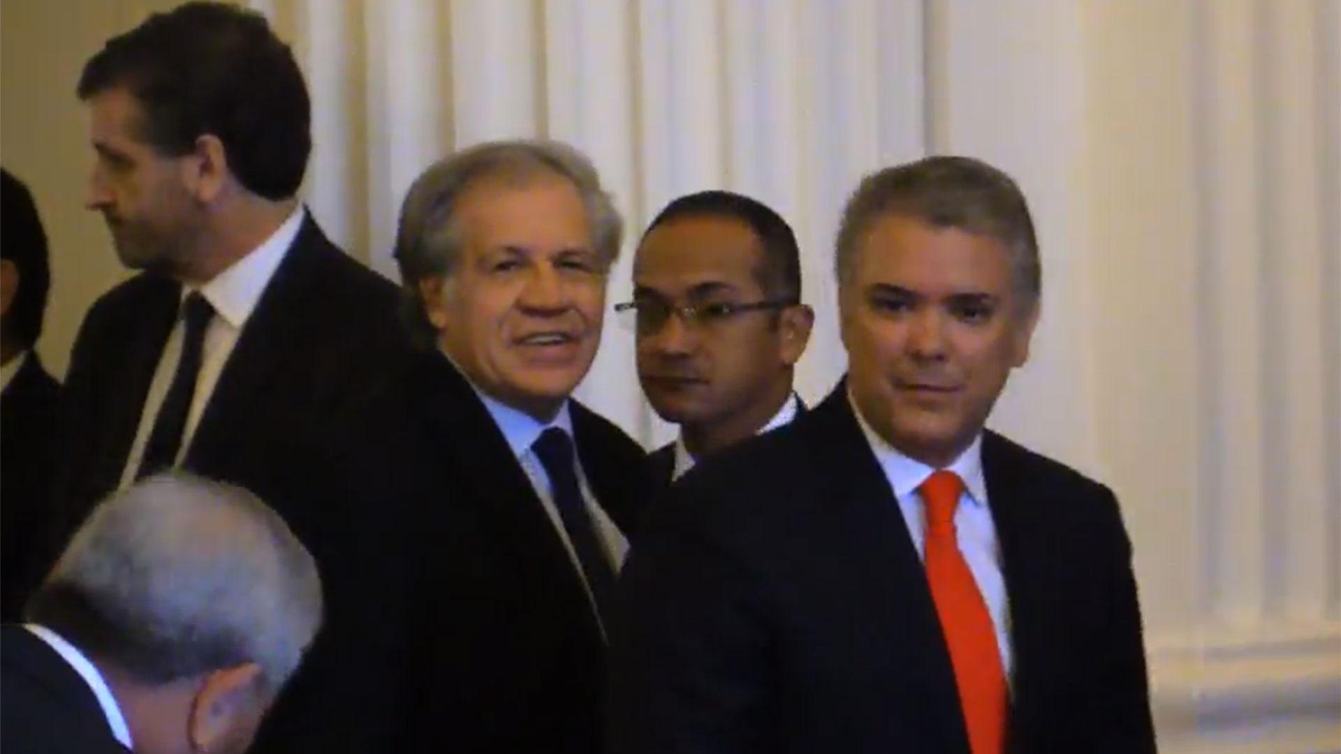 Iván Duque junto a Luis Almagro en la OEA
