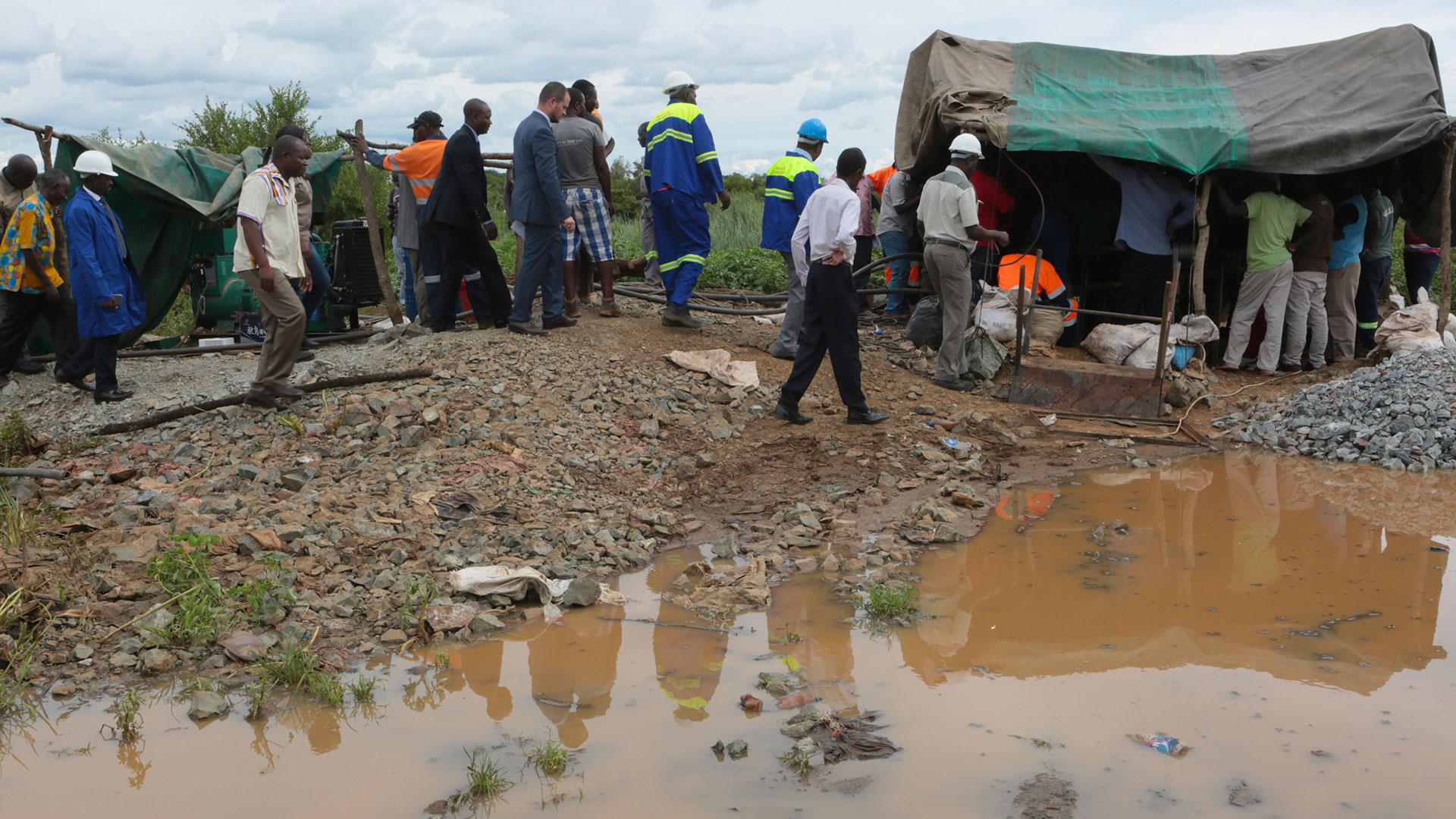 Las fuertes lluvias provocaron la muerte de unos 60 mineros ilegales en Zimbabwe (AP)