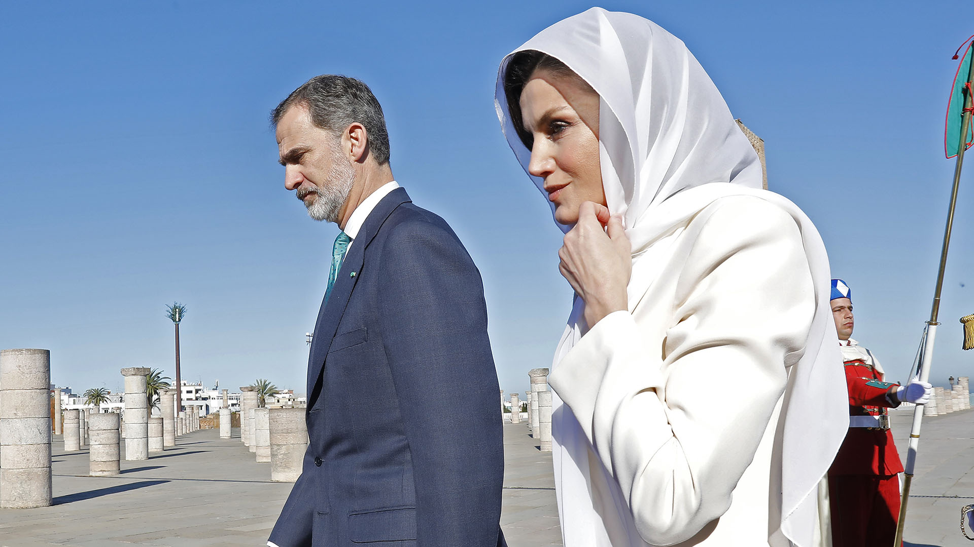 King Felipe IV of Spain (L) and Queen Letizia arrive at the mausoleum of Mohammed V in Morocco's capital Rabat, on February 14, 2019, during an official visit. (Photo by STRINGER / AFP) /