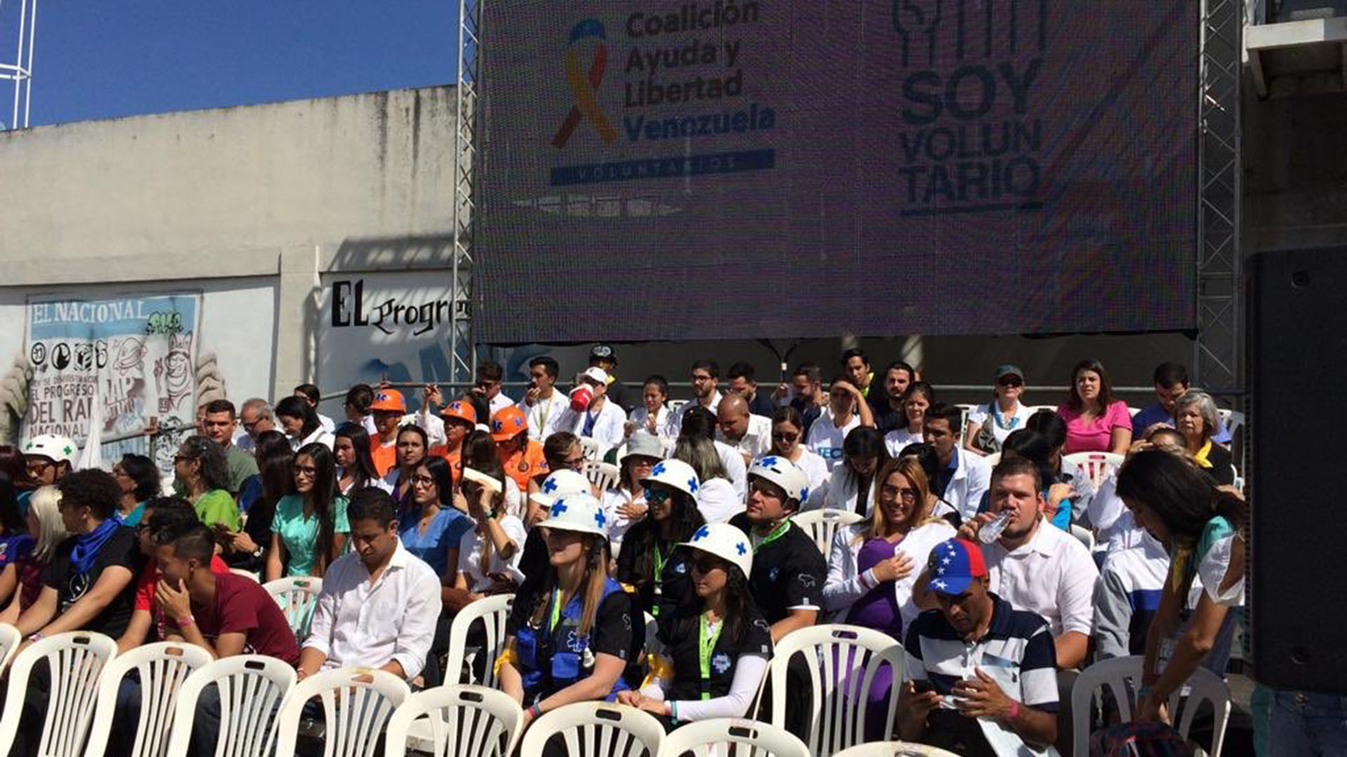 Los voluntarios ya comenzaron a recibir capacitación para la entrega y distribución de ayuda