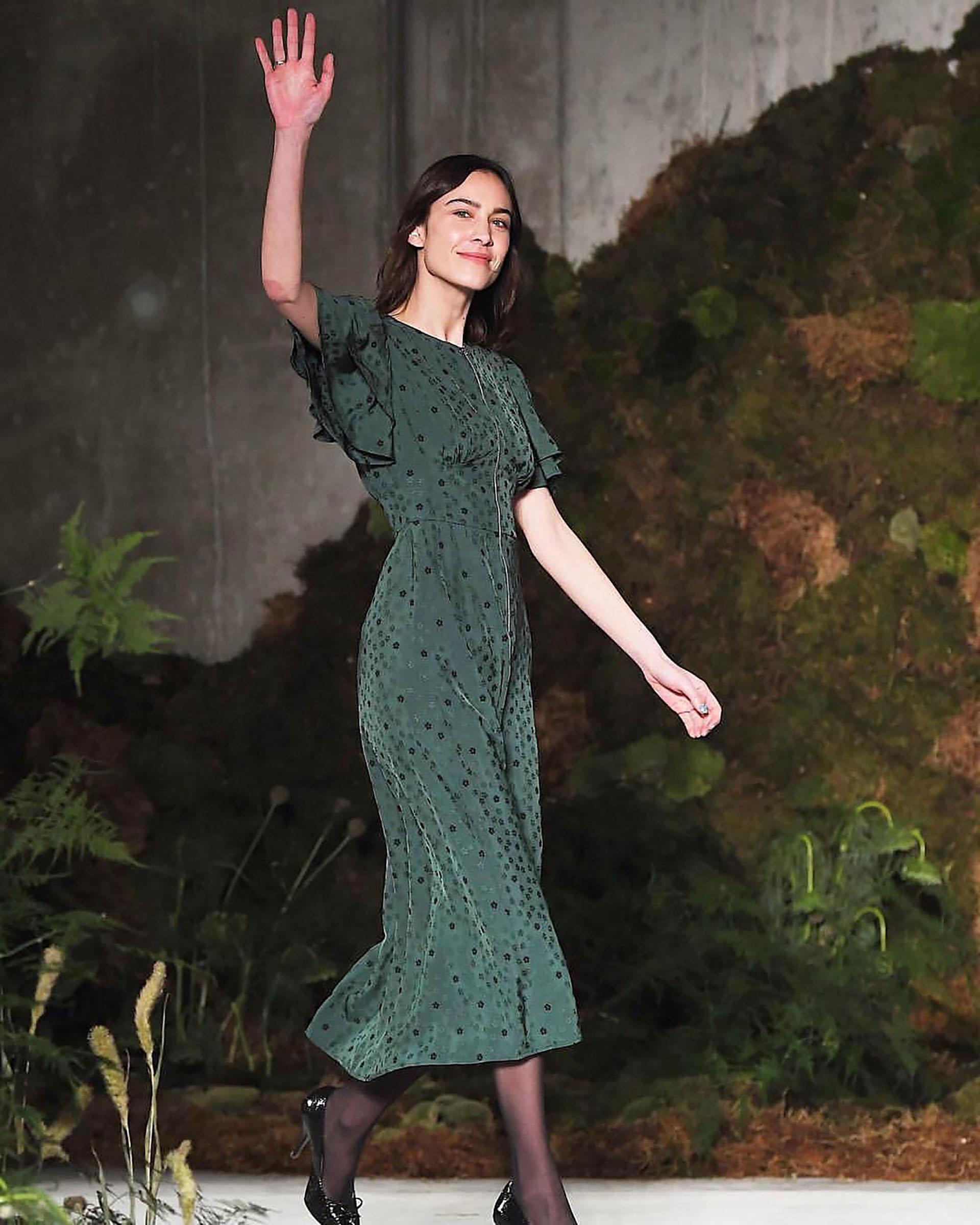 """Con una colección titulada """"Off The Grid"""", la segunda salida de Alexa Chung a la pasarela de la Semana de la Moda de Londres podría estar enraizada en el escapismo (Instagram: @alexacchung)"""