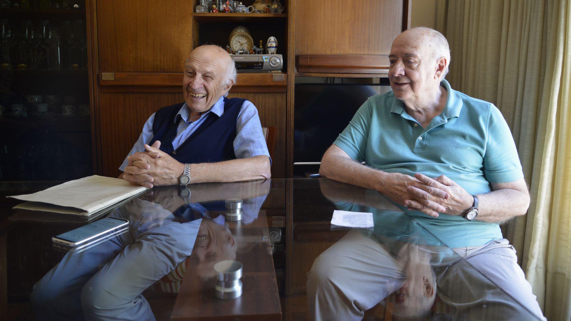 Desde hace 20, todos los sábados, Arnaldo viaja desde Ramos Mejía hasta Villa Ortúzar para pasar las mañanas con Carlos en su casa de La Pampa y el pasaje China