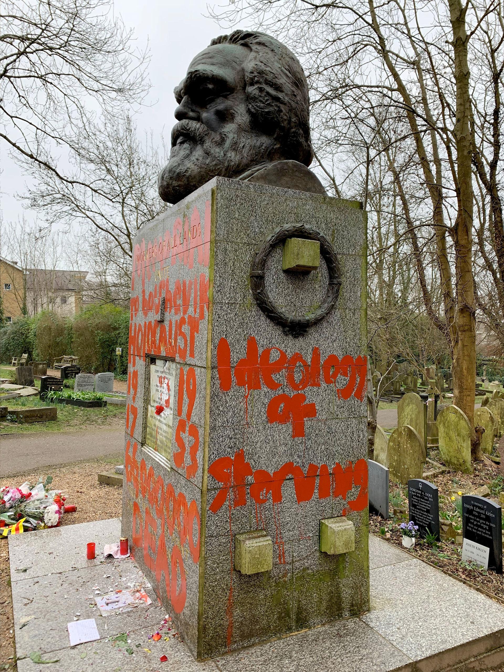 La tumba se encuentra en el emblemático cementerio de Highgate, en Londres (Reuters)