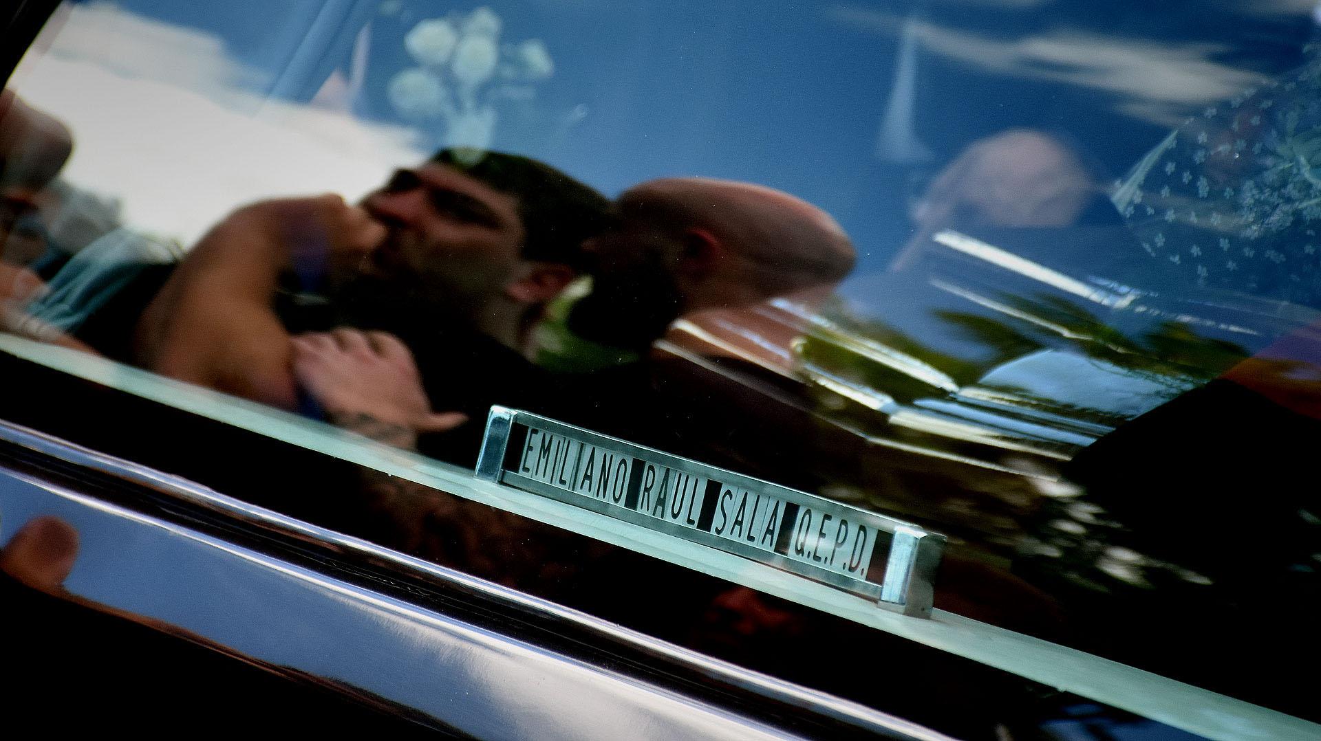 El reflejo de Darío Sala, hermano de Emiliano, en la despedida al jugador (Nicolás Stulberg)