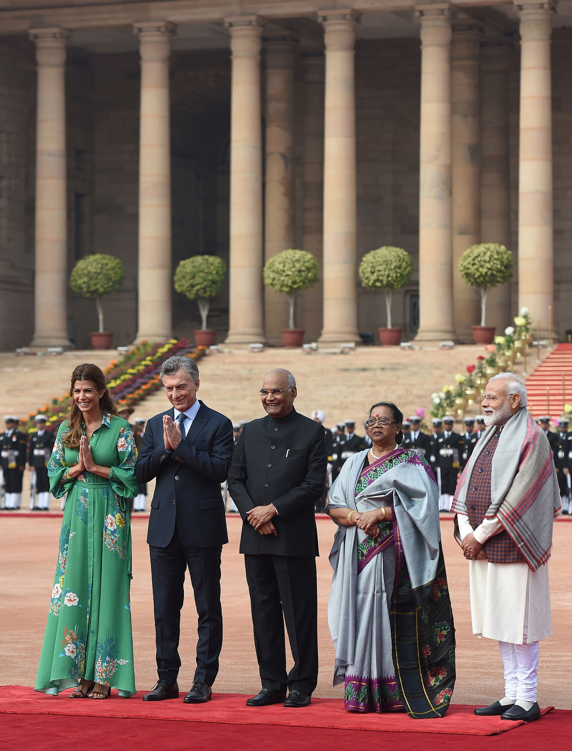 Saludo protocolar en el palacio presidencial de Nueva Delhi