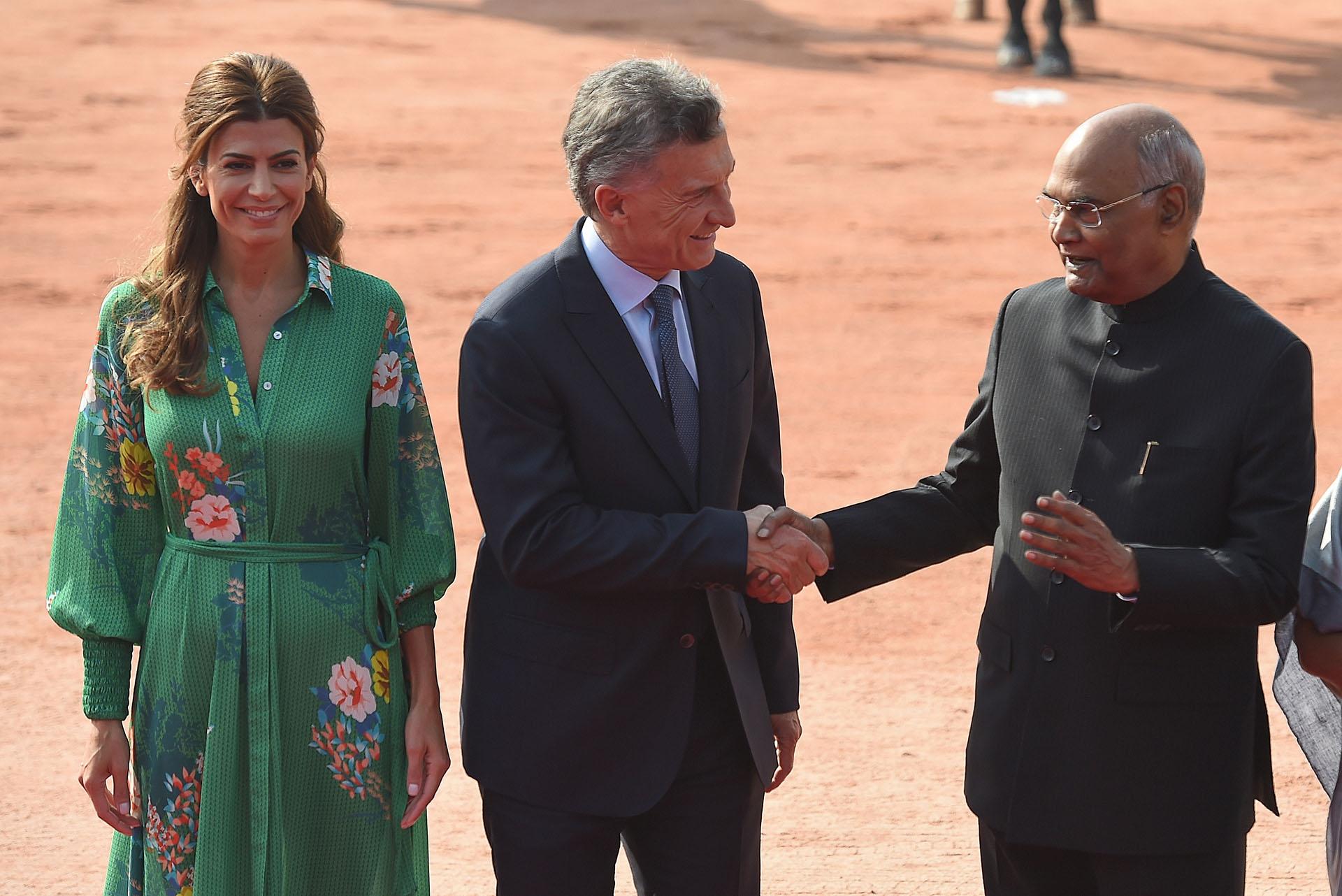 Mauricio Macri saluda al presidente Ram Nath Kovind