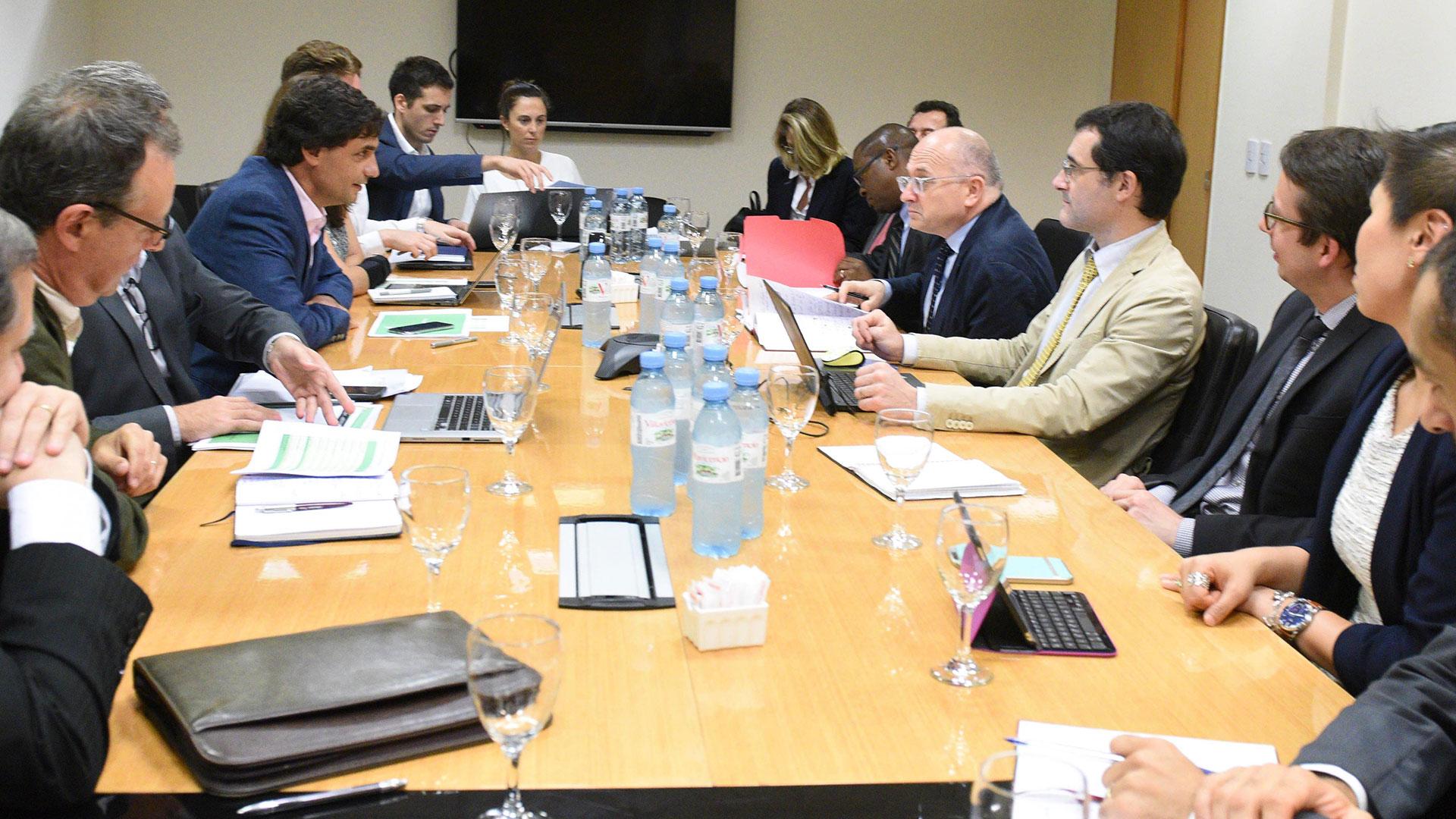 Reunion Hernan Lacunza mision FMI (3)