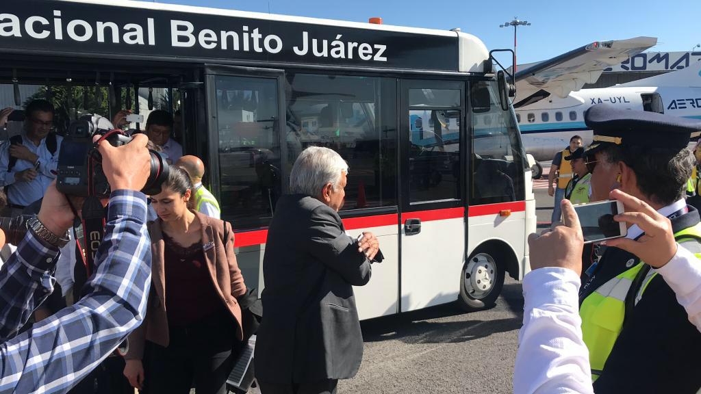 El presidente mexicano viaja como otro pasajero más. (Foto: Cuartoscuro)