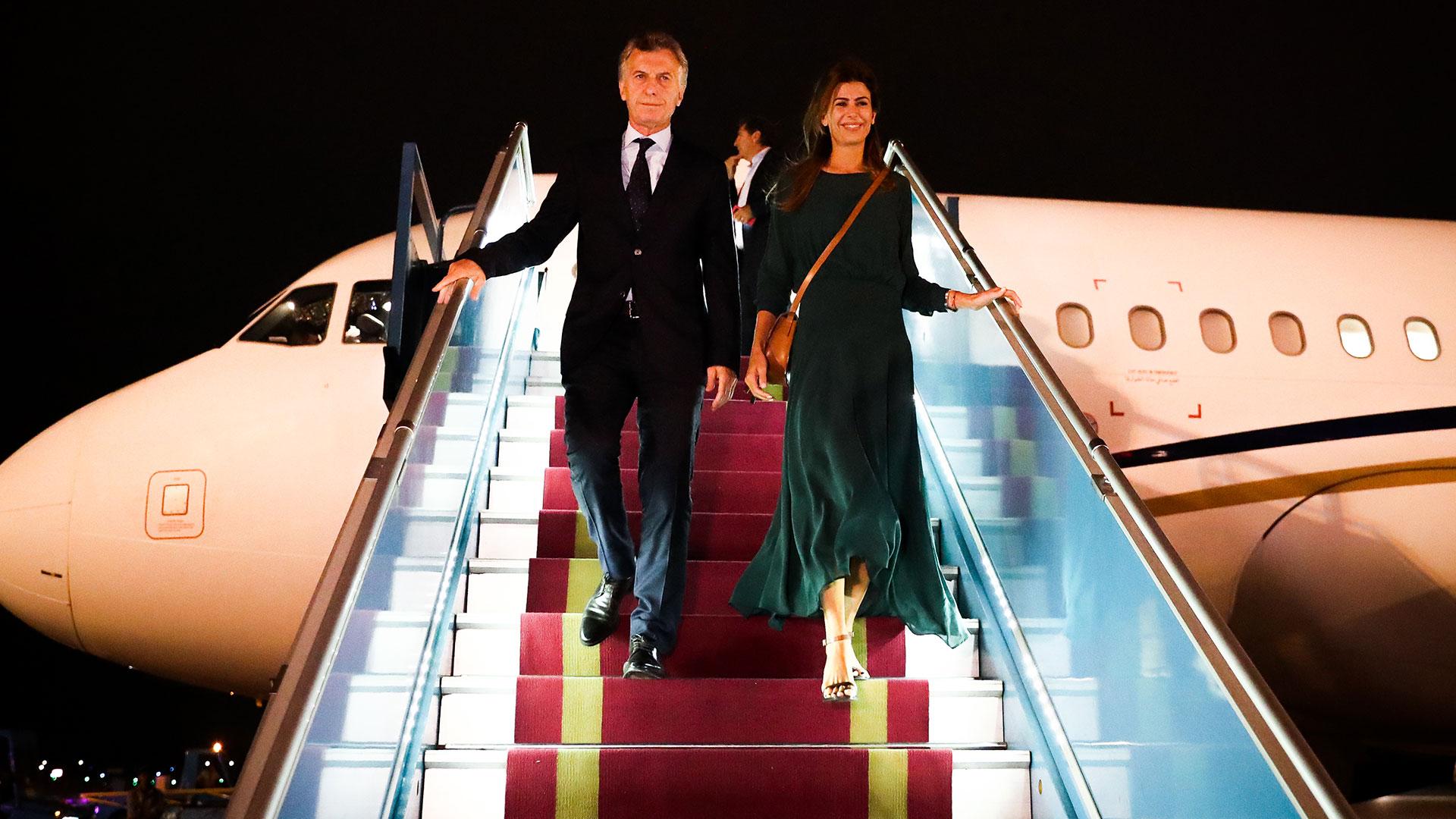 En su llegada a Vietnam, lució un vestido color verde de seda, mangas 3/4 y corte midi