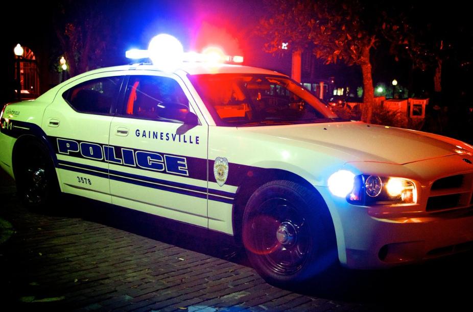 Los oficiales se llevaron a Deal a la cárcel de Alachua (Crédito: @GainesvillePD)