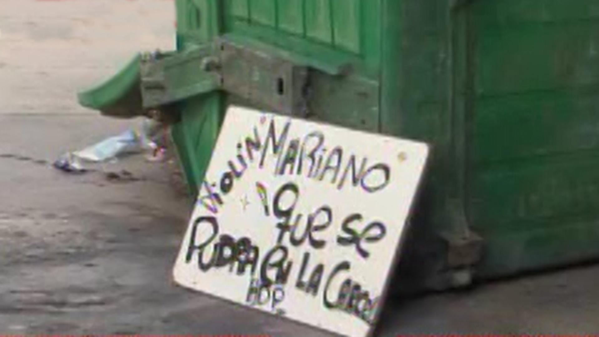 """""""Violín Mariano que se pudra en la cárcel"""", decía uno de los carteles que exhibían los manifestantes"""