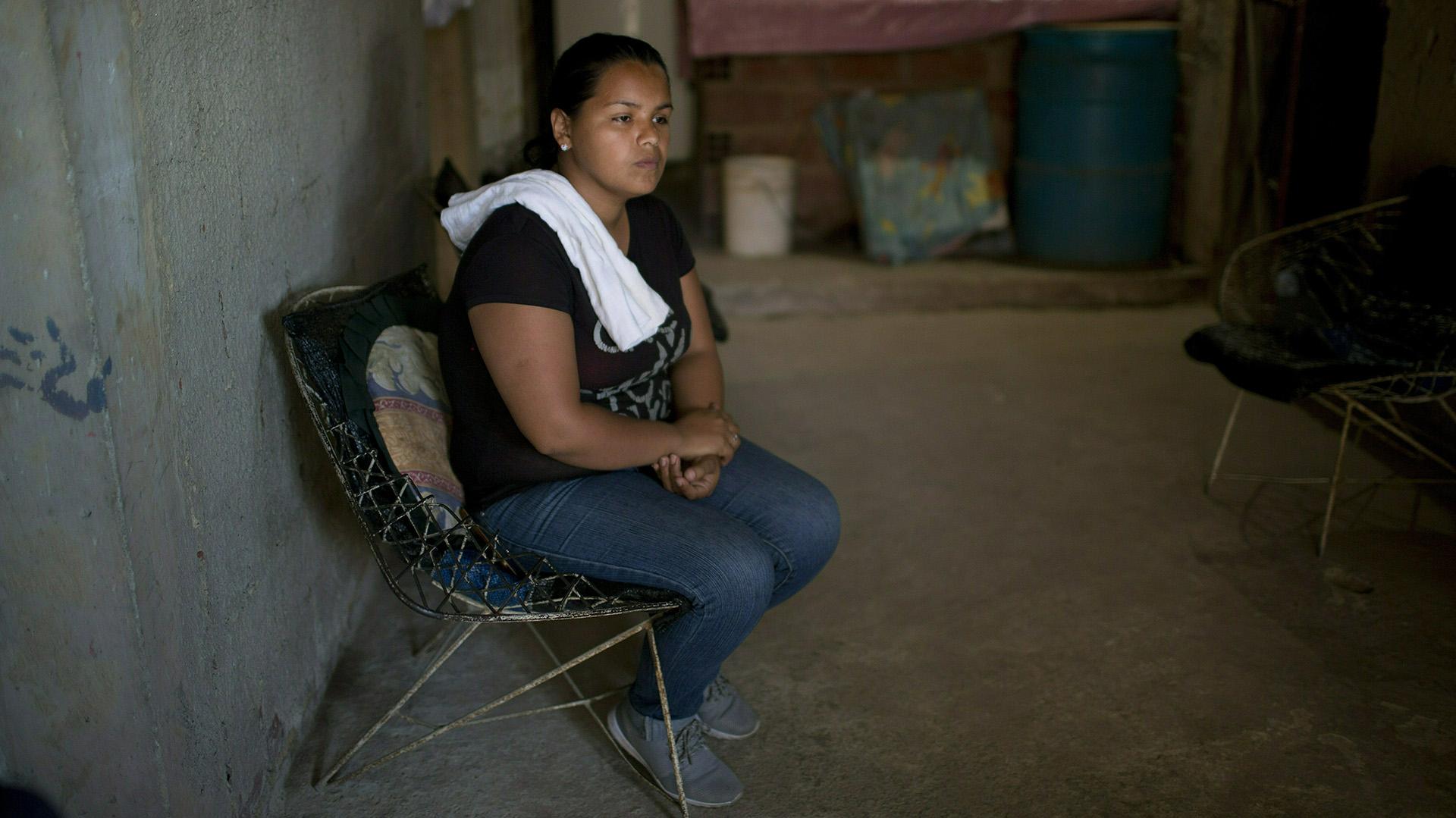 """Marvelis Sinai, prima de Jhonny Godoy, asegura que seguirá """"saliendo a marchar porque lo aprendí de mi primo. Él murió por dejarnos una Venezuela libre"""" (AP /Ariana Cubillos)"""