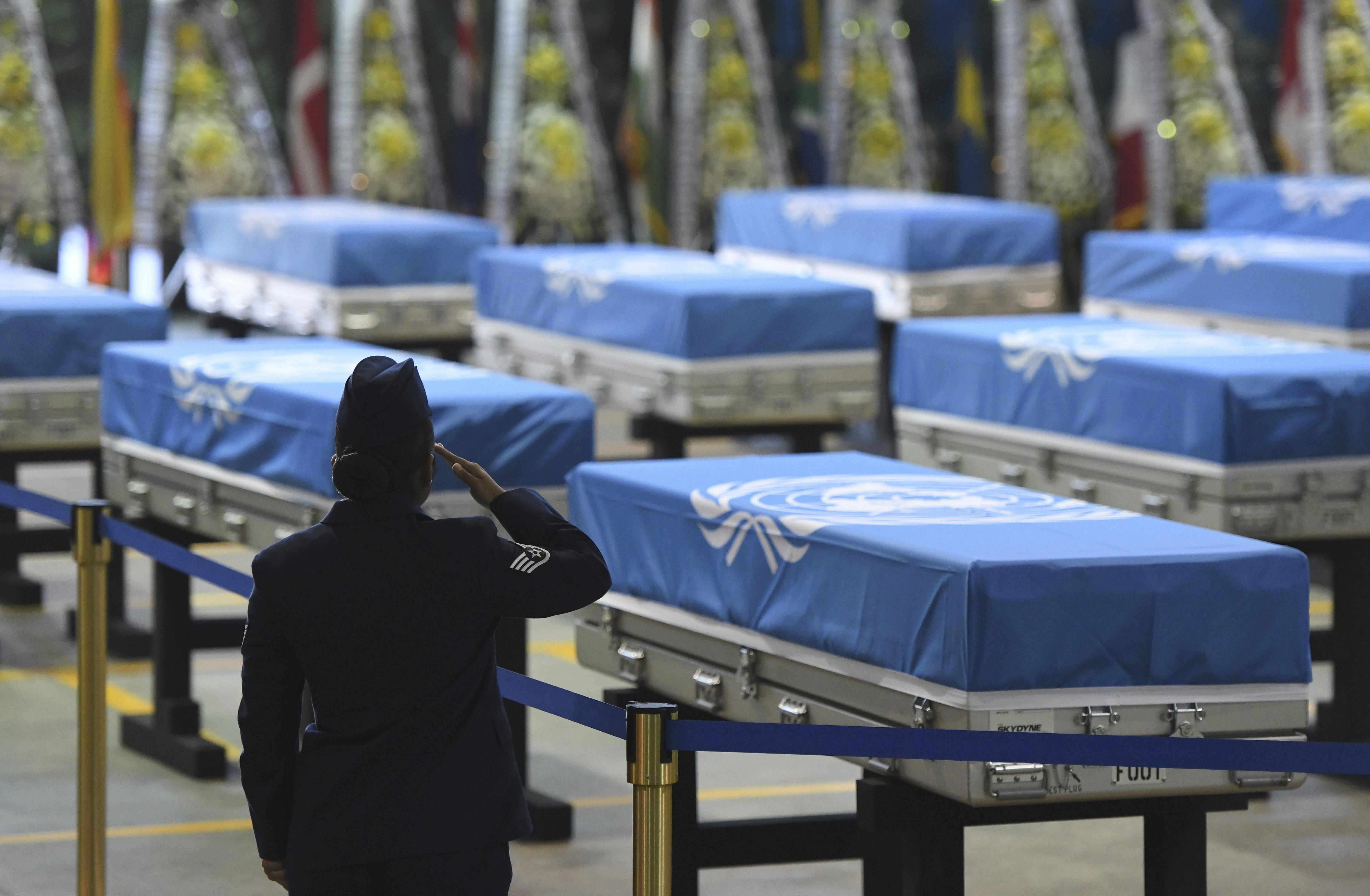 Los restos de soldados estadounidenses muertos durante la Guerra de Corea esperan en Corea del Sur para ser repatriados, luego de que fueran entregados por Corea del Norte (AP)