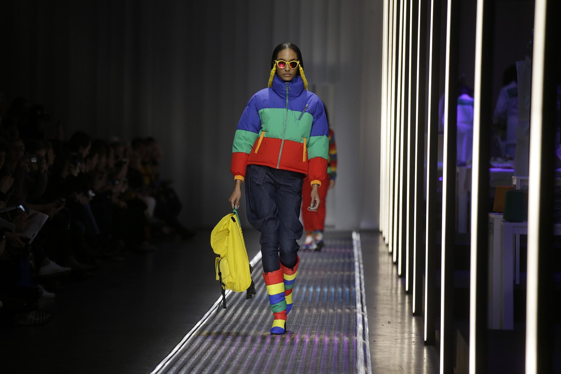 """La tendencia de las puffer jackets se expandió también en el calzado. La firma se presentó por primera vez en el fashion week de Milán y lo anunció con orgullo en las redes sociales """"esto significa el primer paso de muchos""""."""