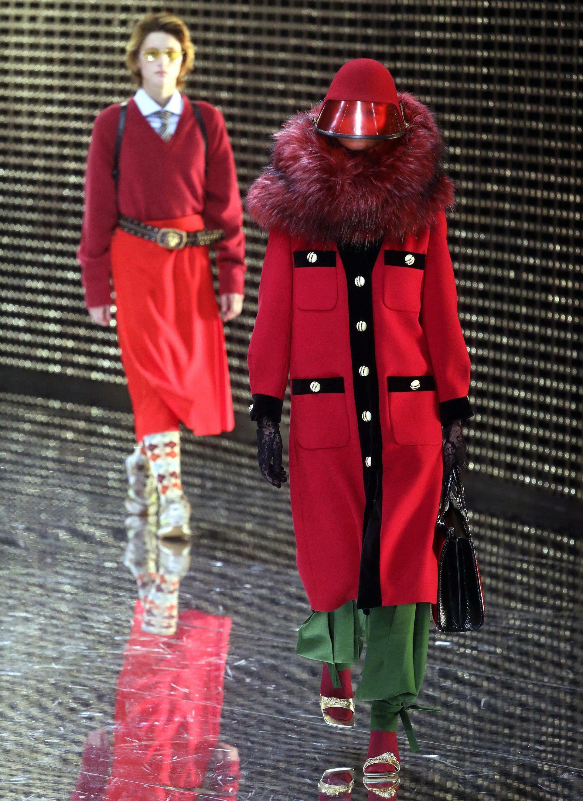 Los maxi tapados formaron parte de la colección de Gucci. Con botones y bosillos XL, los cuellos de piel, no perdieron el protagonismo en la pasarela de Milán