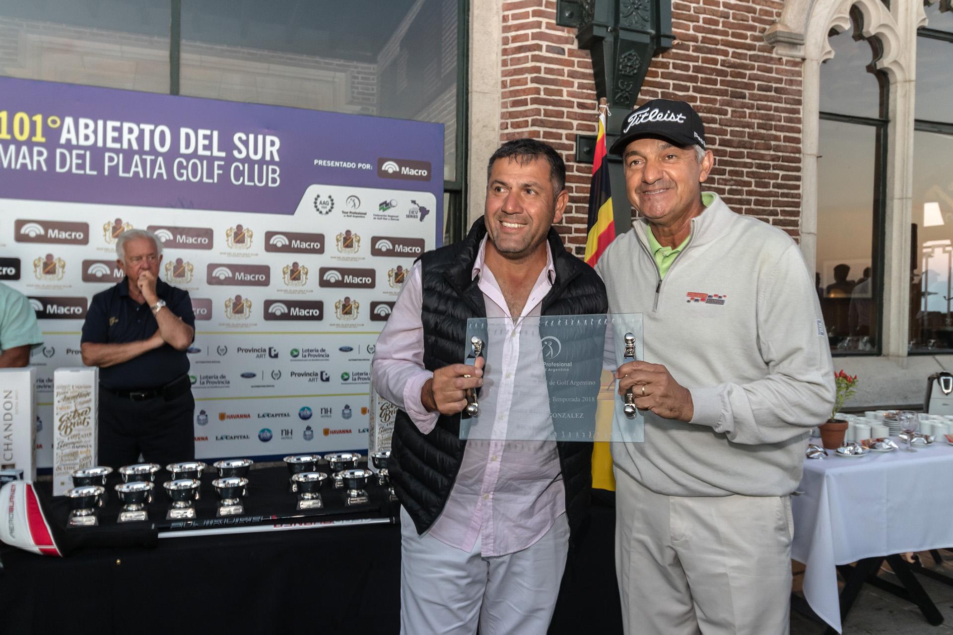 Ricardo González y César Monasterio, presidente del Tour de Profesionales