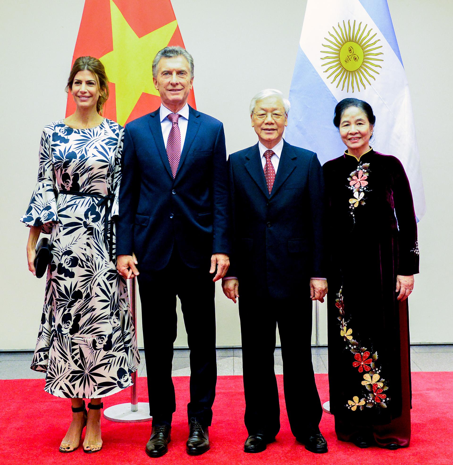 Juliana Awada by Bomparola, Mauricio Macri, Nguyen Phu Trong, y su esposa Ngo Thi Man