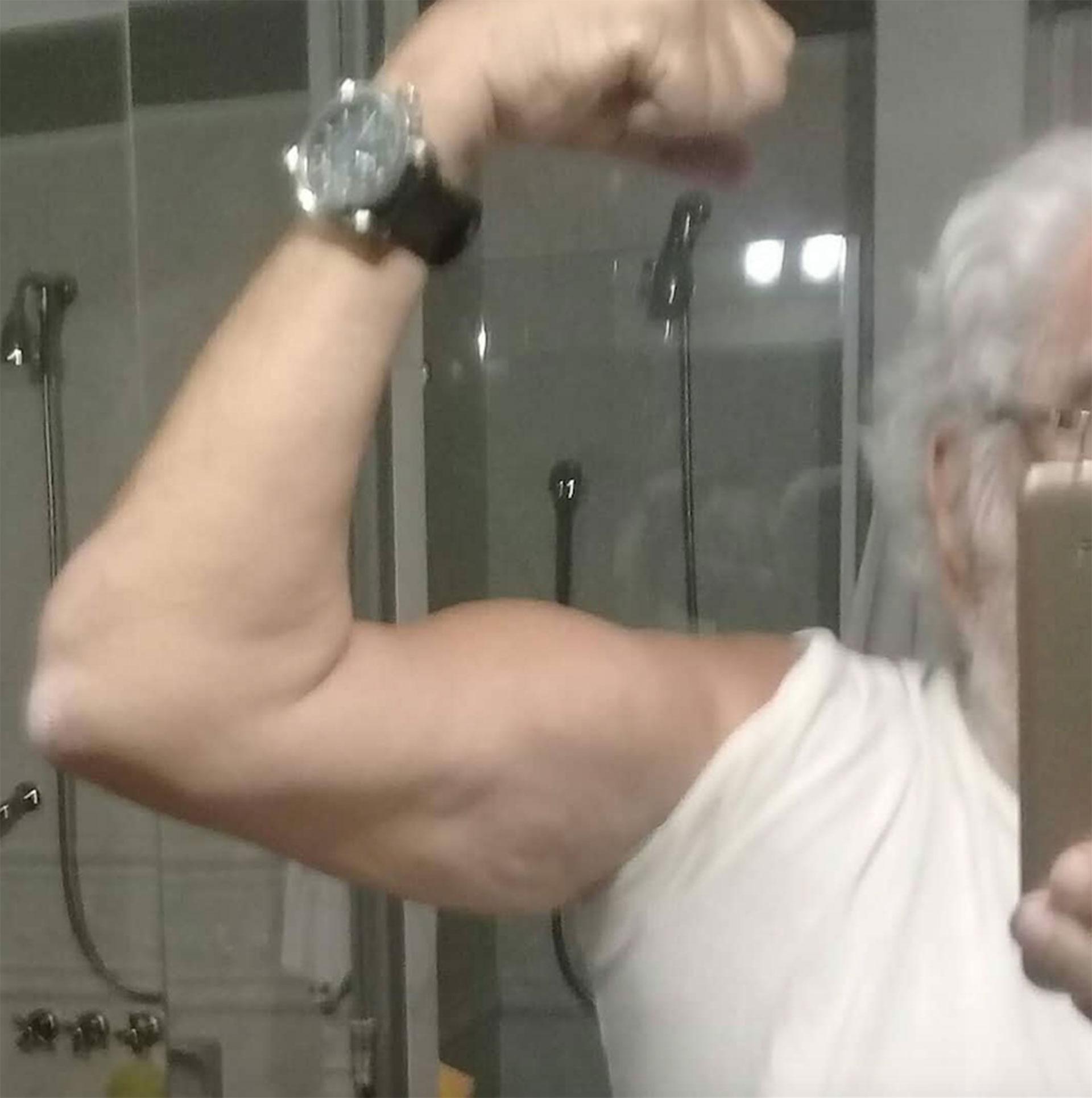 El bíceps de Pacho lo dice todo: pura fuerza y vitalidad.