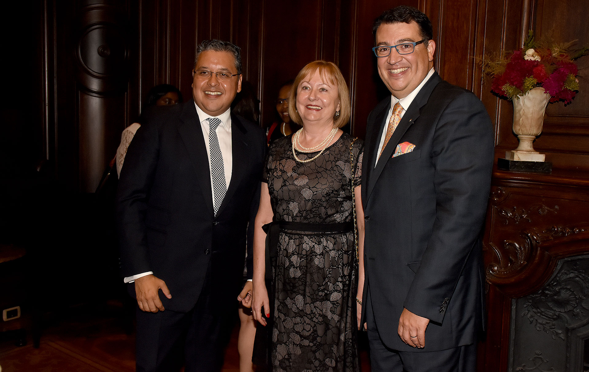 Ariel Blufstein, Duška Paravić, embajadora de Croacia en Argentina, y Tulio Hochkoeppler