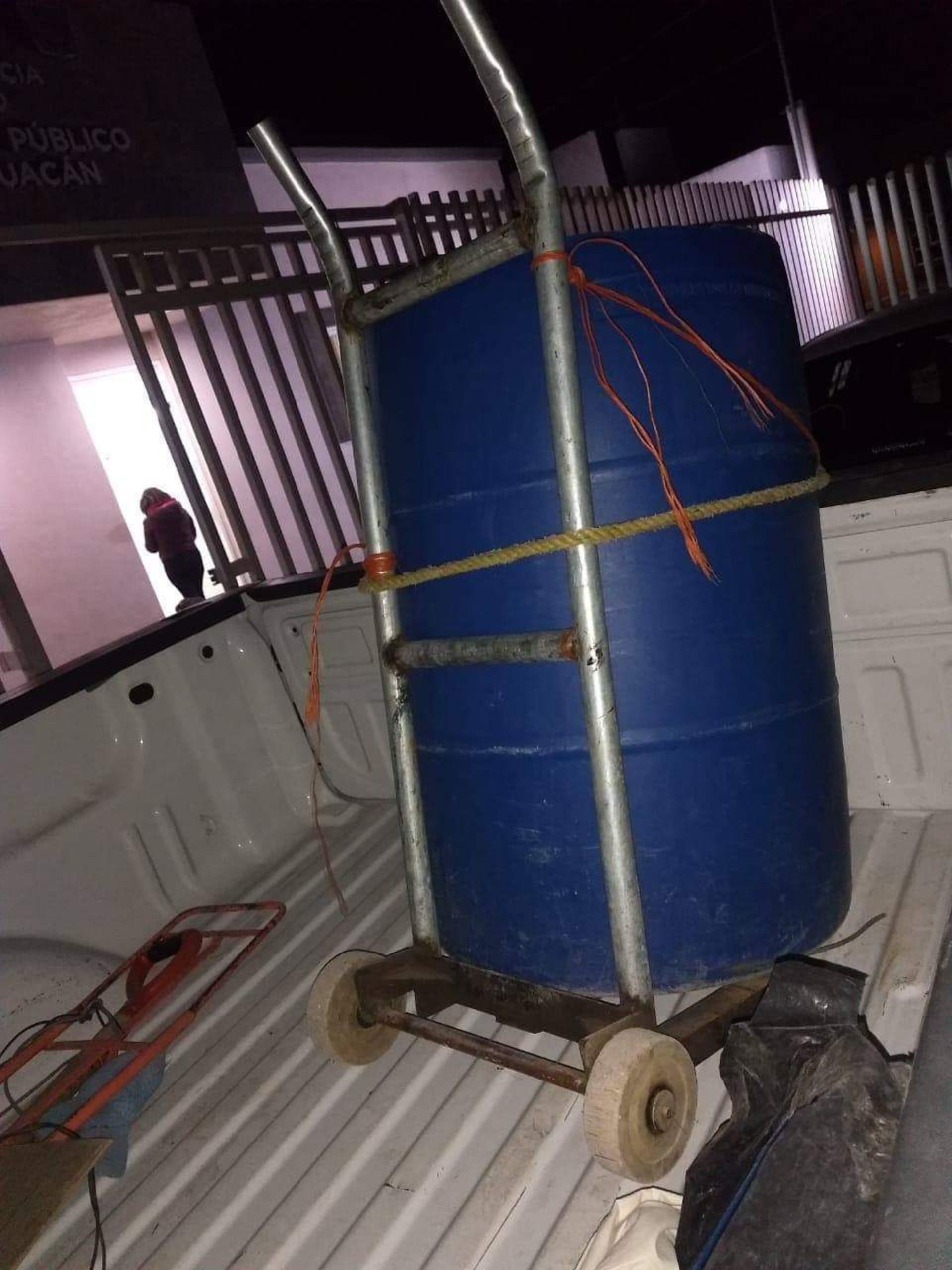 El tambo en el que fue transportado el cadáver de la víctima (Foto: Especial)