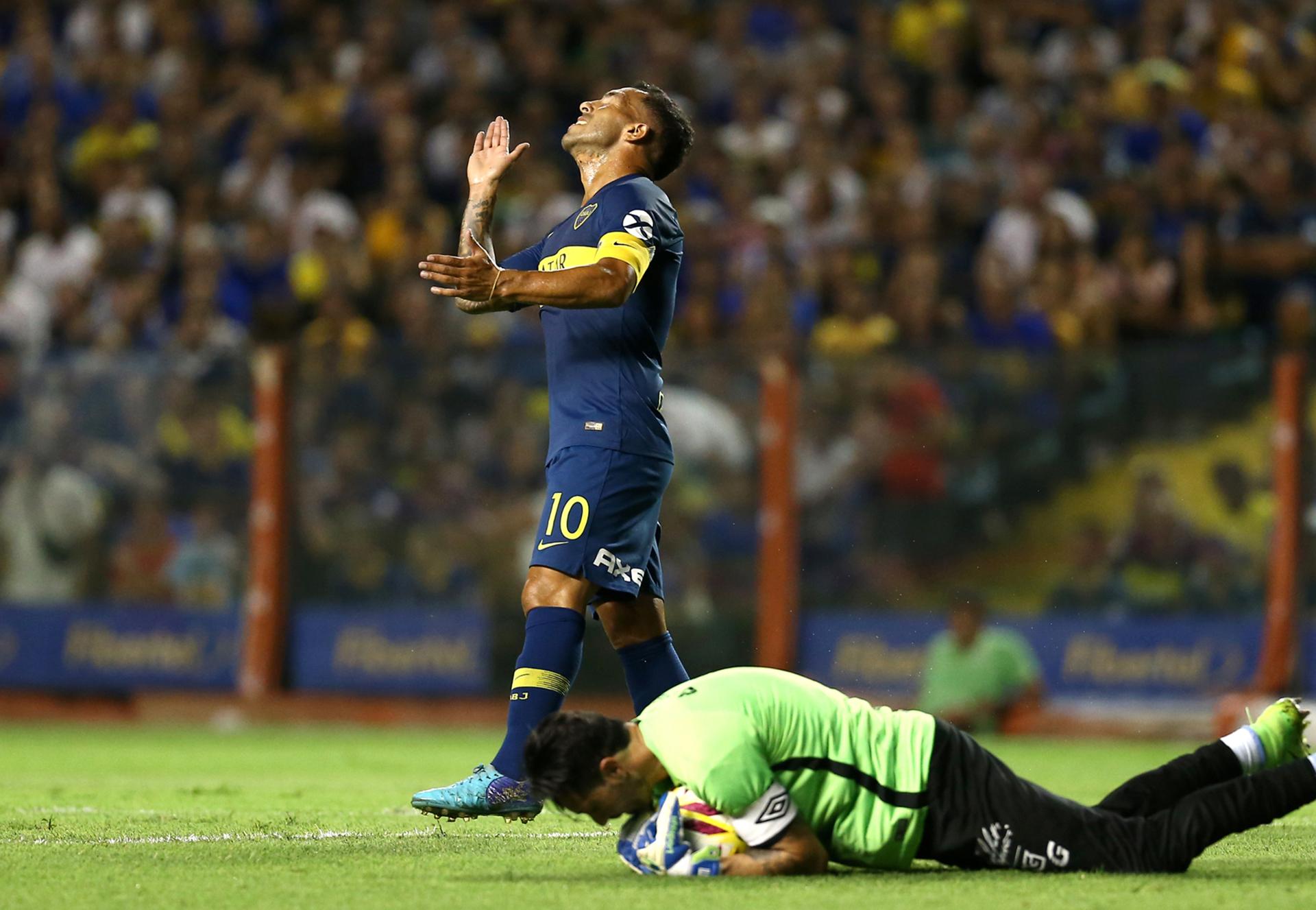 Carlos Tevez volvió a ser titular y fue reemplazado en el complemento por Darío Benedetto (FotoBaires)