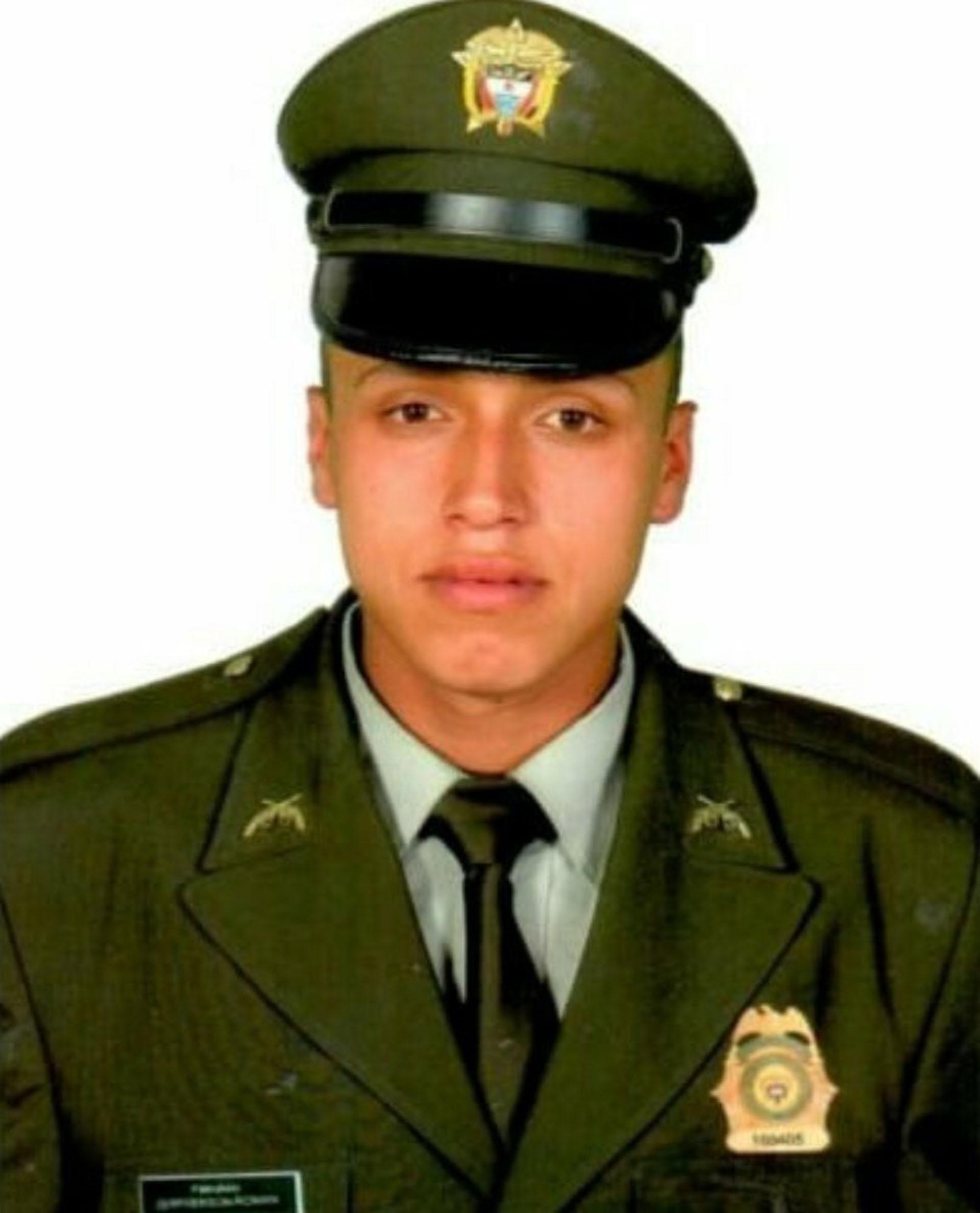 Jefferson Ricardo Román Bolívar, el patrullero de 27 años asesinado en el atentado de Tunja, tenía cinco años de servicio en la institución y era padre de una niña de 2 años.