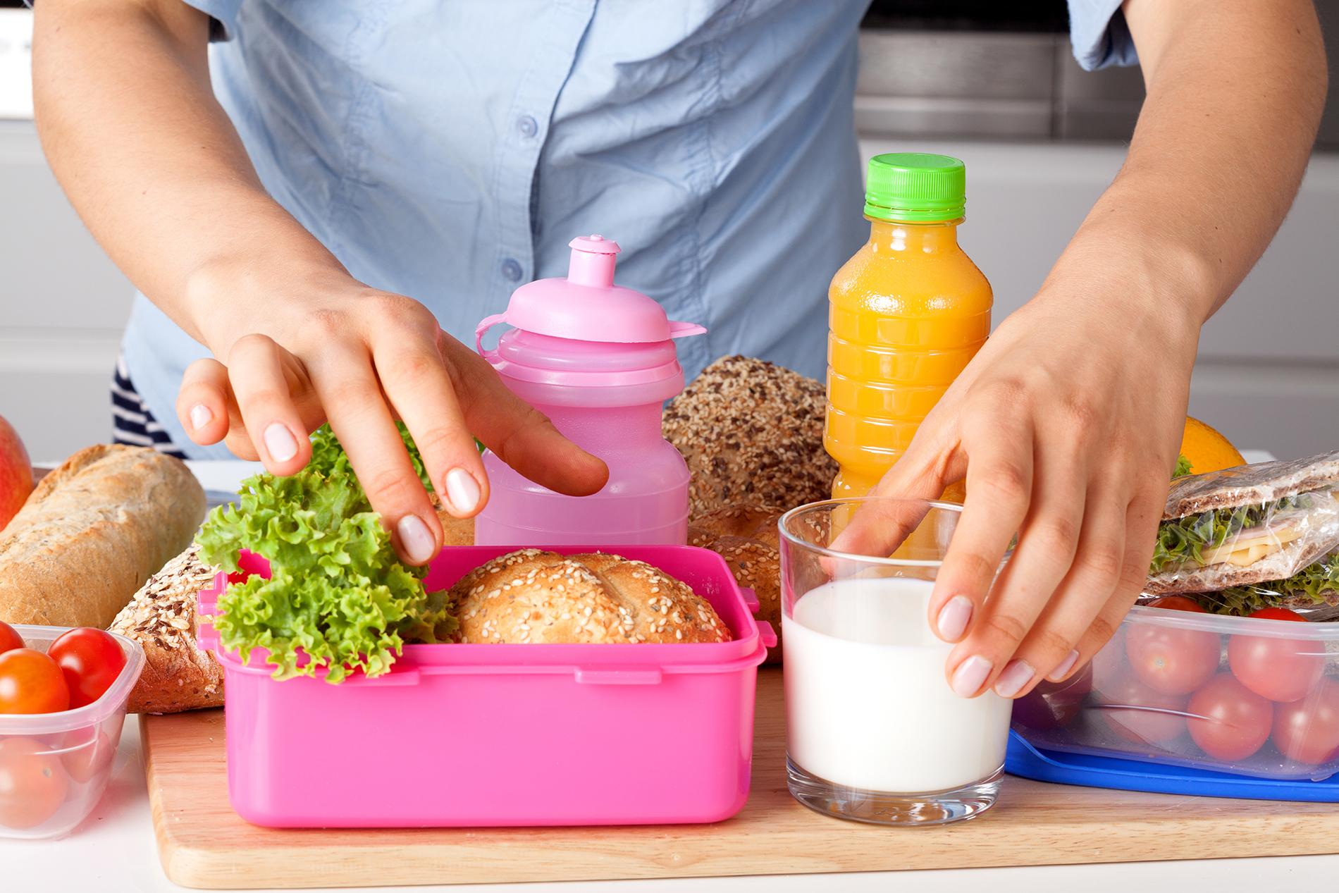 Al hacer las viandas: cocinar bien las carnes y los huevos. Nada de partes crudas o rosadas en las carnes, ni preparaciones con huevos que veas con consistencia líquida.