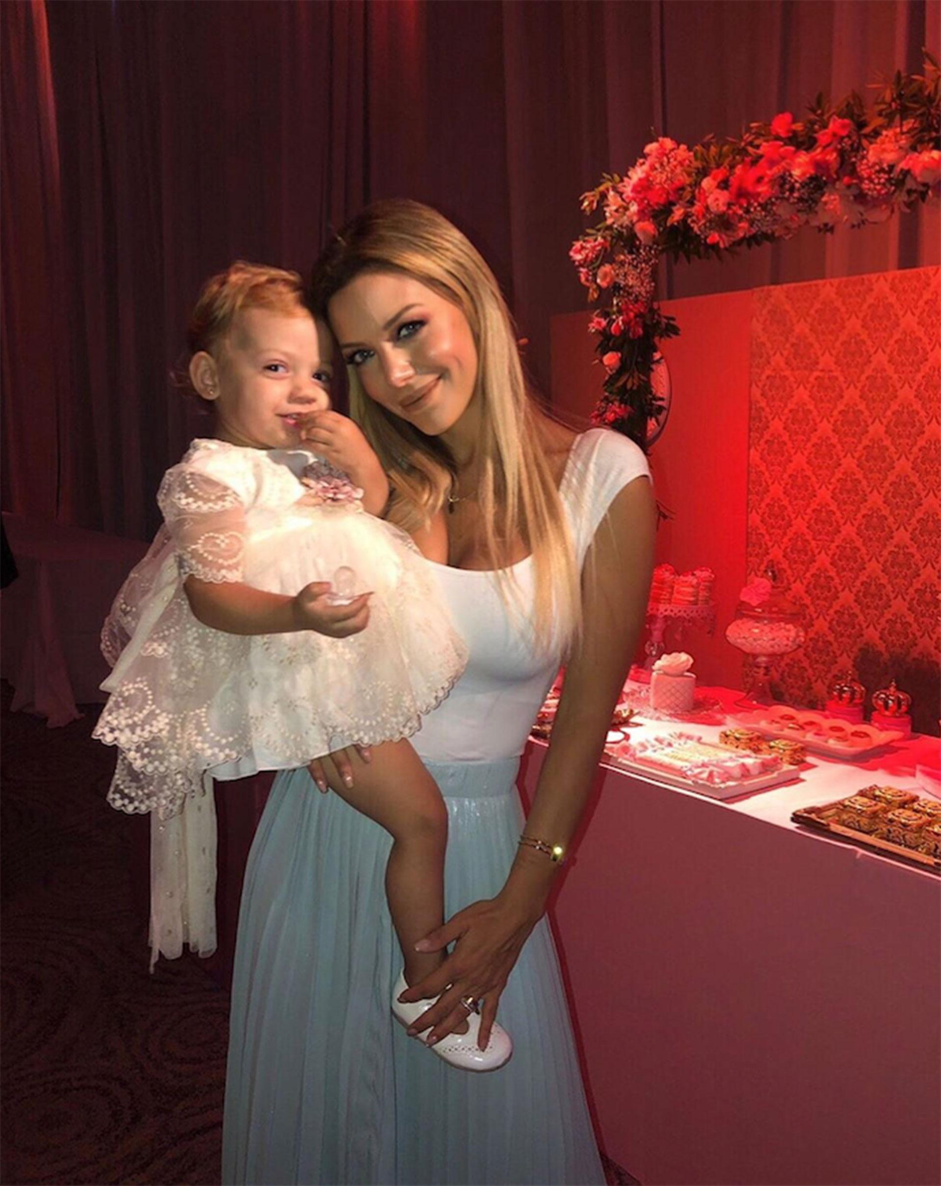 Eva y su hija más pequeña el 31 de diciembre pasado. (Foto: Instagram)