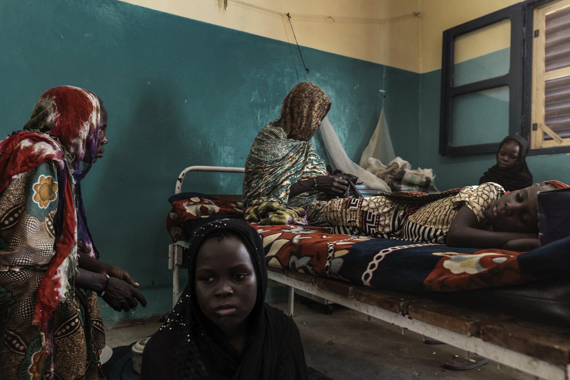Una crisis humanitaria está en curso en la Cuenca de Chad, causada por una compleja combinación de conflicto político y factores ambientales. El lago Chad, que fue uno de los lagos más grandes de África y un salvavidas para 40 millones de personas, está sufriendo una desertificación masiva / Foto: Marco Gualazzini (Contrasto)