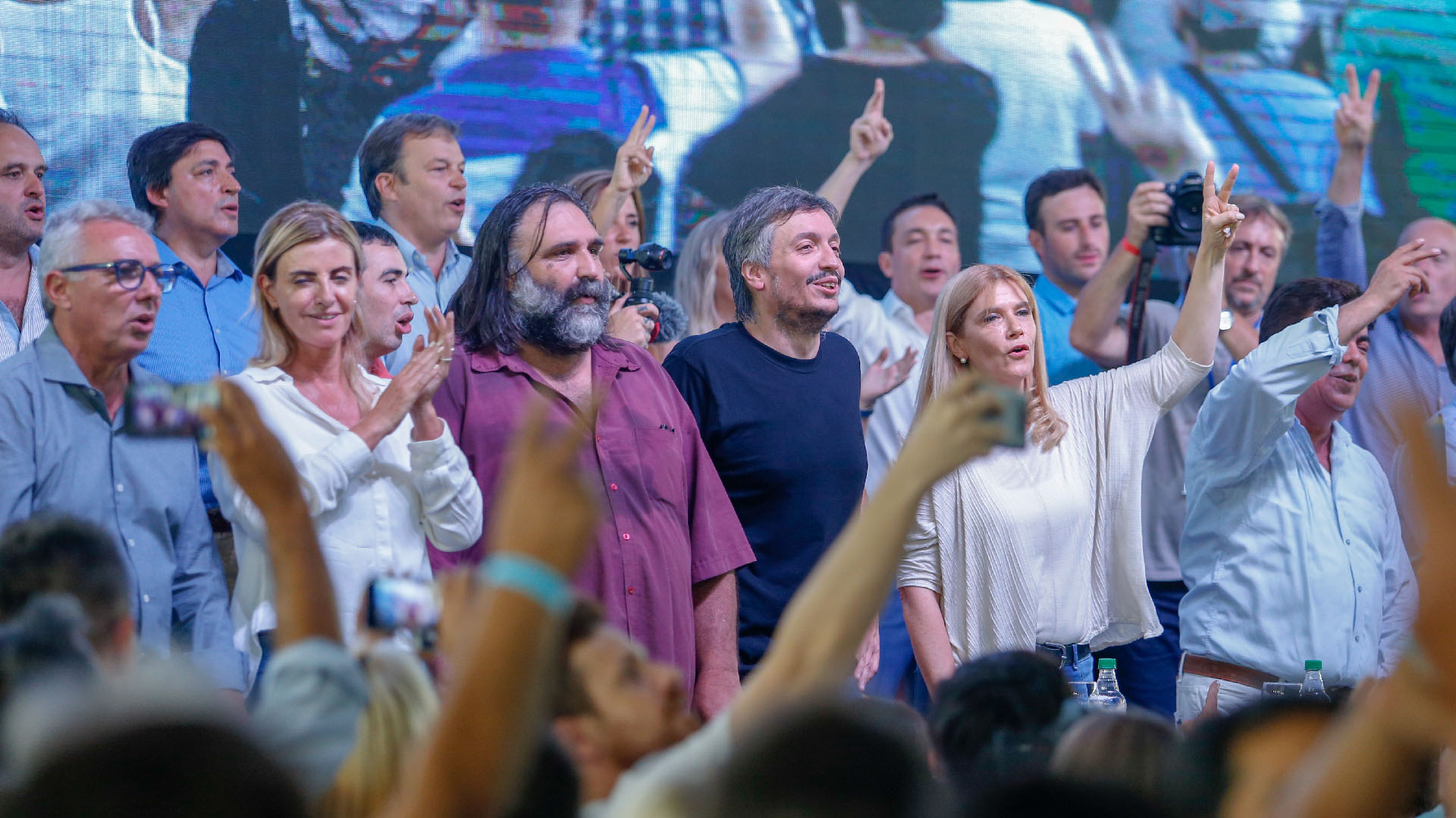Julio Zamora (de camisa azul y anteojos), Roberto Baradel, Máximo Kirchner y Verónica Magario