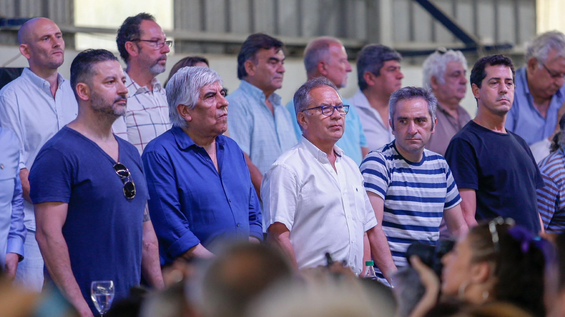 """Gustavo Menéndez, Hugo Moyano, Alberto Descalzo, Andrés Larroque y """"Wado"""" De Pedro"""