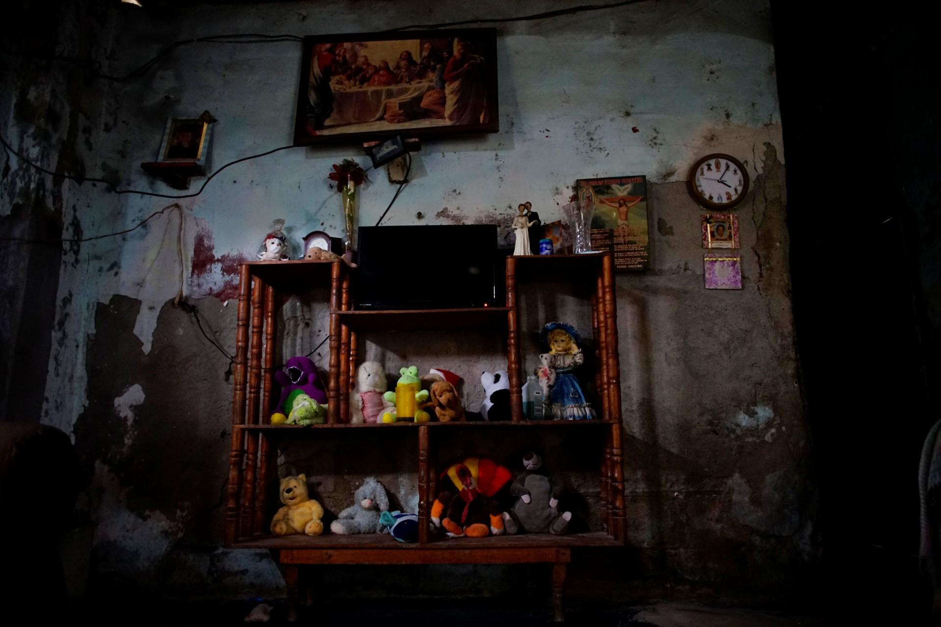 Una vista de la sala de estar del pescador Humberto Campo, en la aldea de Chiltepec, en Paraiso, México, el 9 de diciembre de 2018.