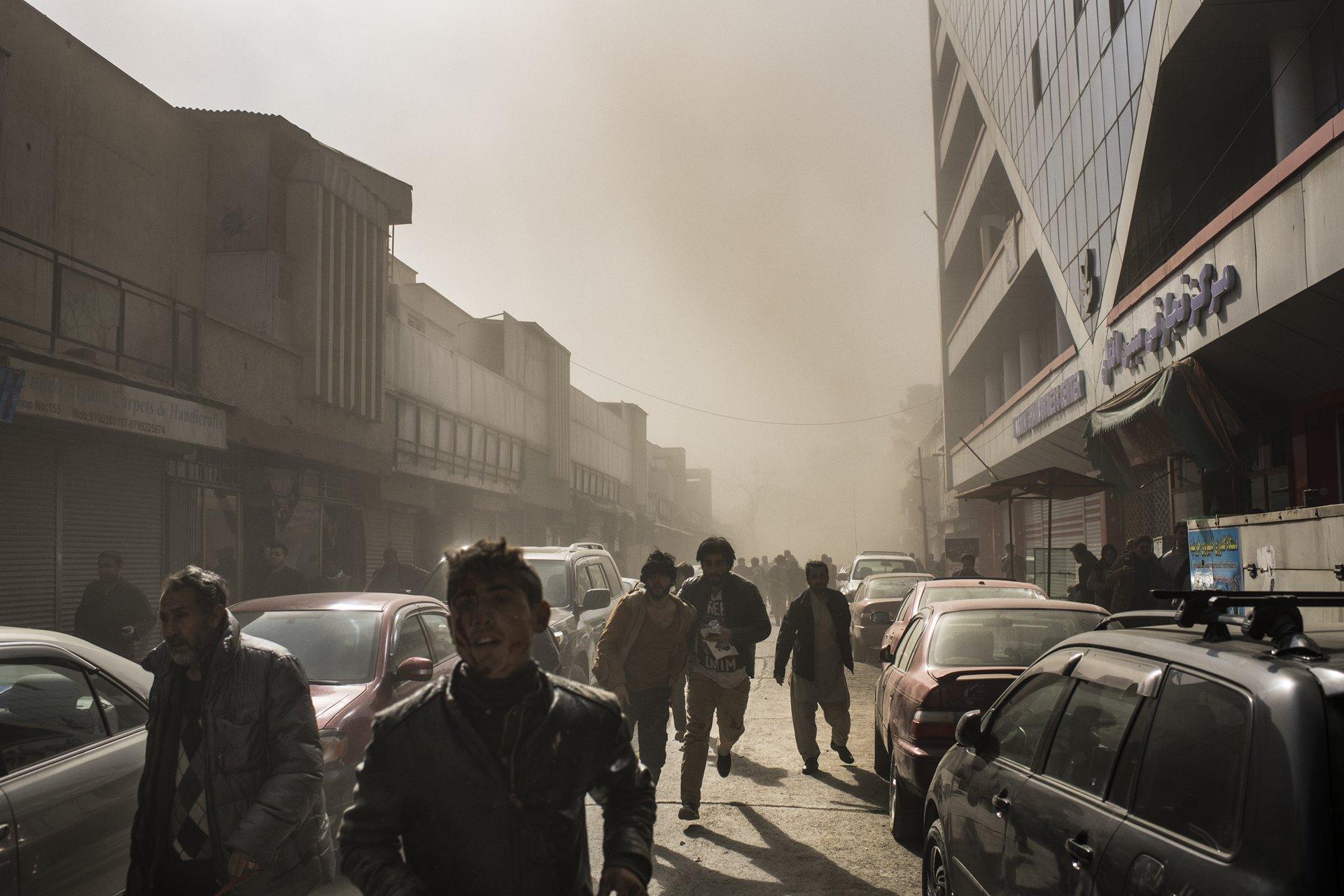 Una ambulancia llena de explosivos mató a 103 personas e hirió a 235 en Kabul, Afganistán, el 27 de enero / Foto: Andrew Quilty (Agence Vu)