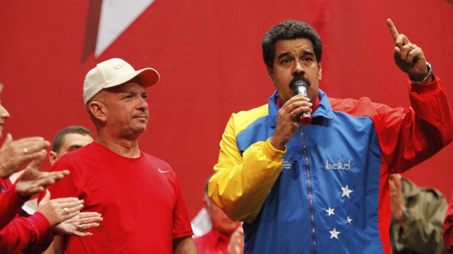 HugoCarvajal, junto a Maduro, antes de la ruptura (Reuters)