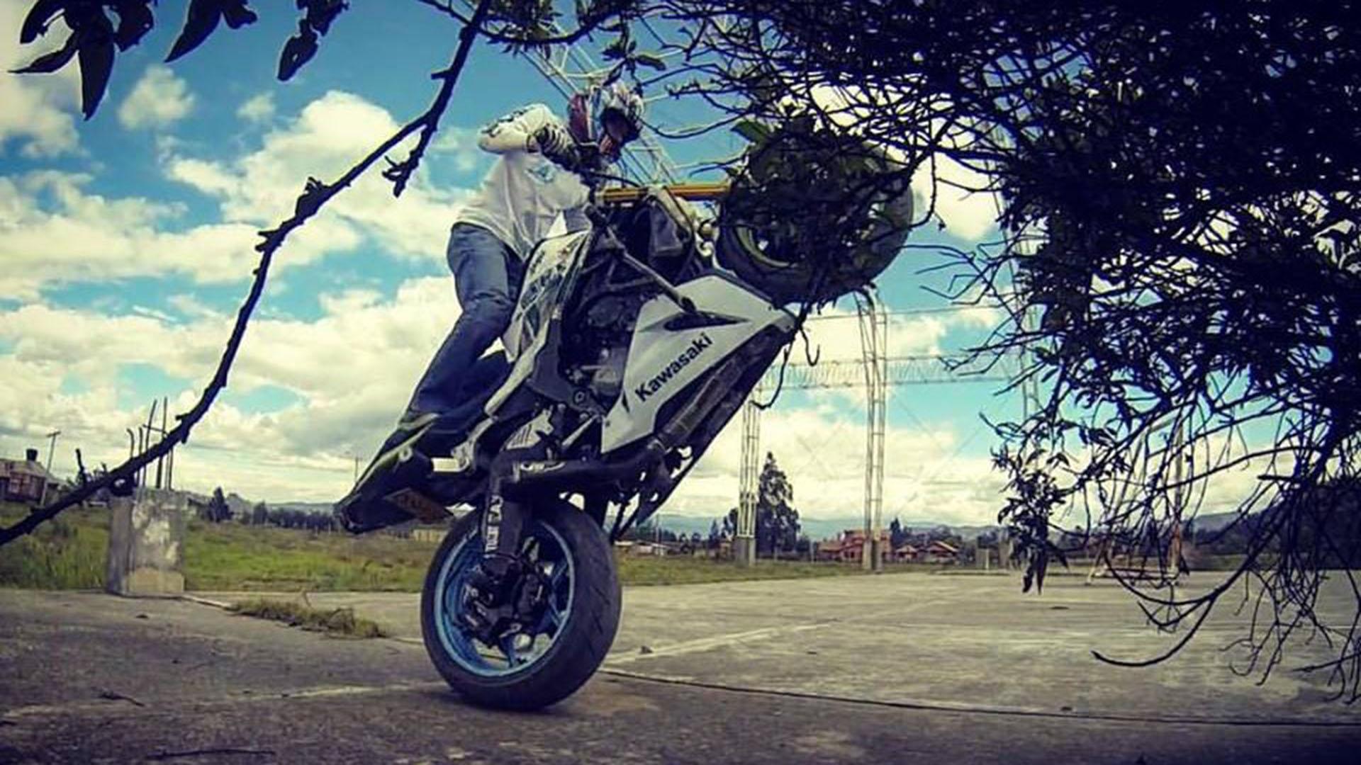 El Stunt se originó en la década de los 80's en Estados Unidos, con un grupo de jóvenes que querían dar a concocer sus destrezas en las motos. (Fotos cortesía Cristhian Benítez)