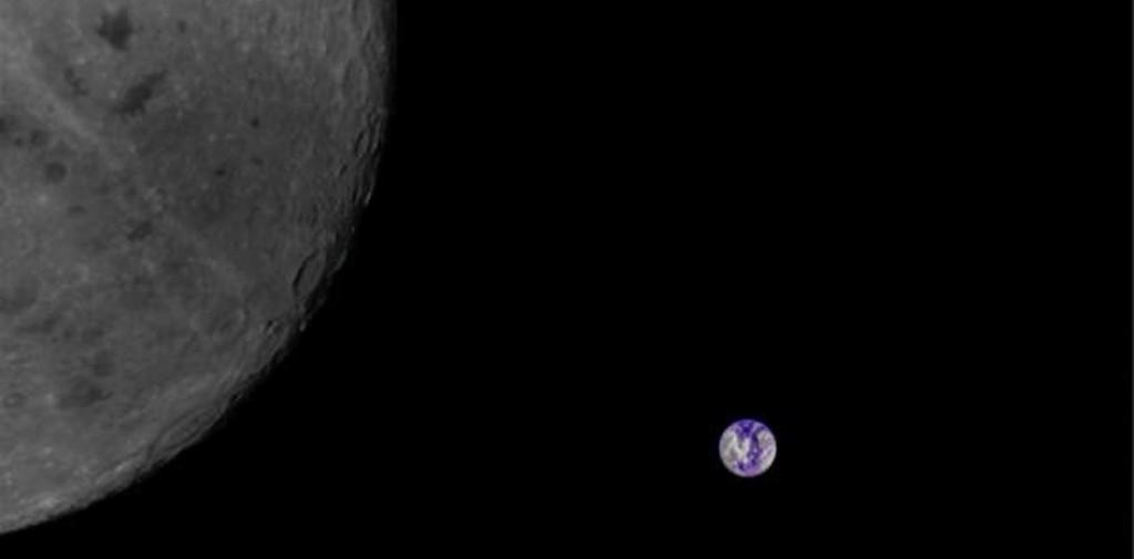 La Luna, ubicada a más de 350.000 kilómetros de la Tierra, esperaba por la nave israelí, que tomó esta foto antes de entrar en su órbita