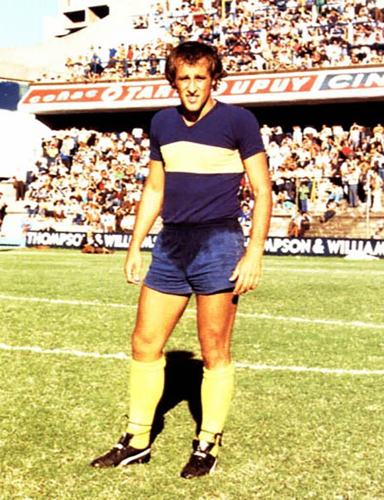Roberto Mouzo, histórico futbolista de Boca, campeón con Diego Maradona en el Metropolitano 1981