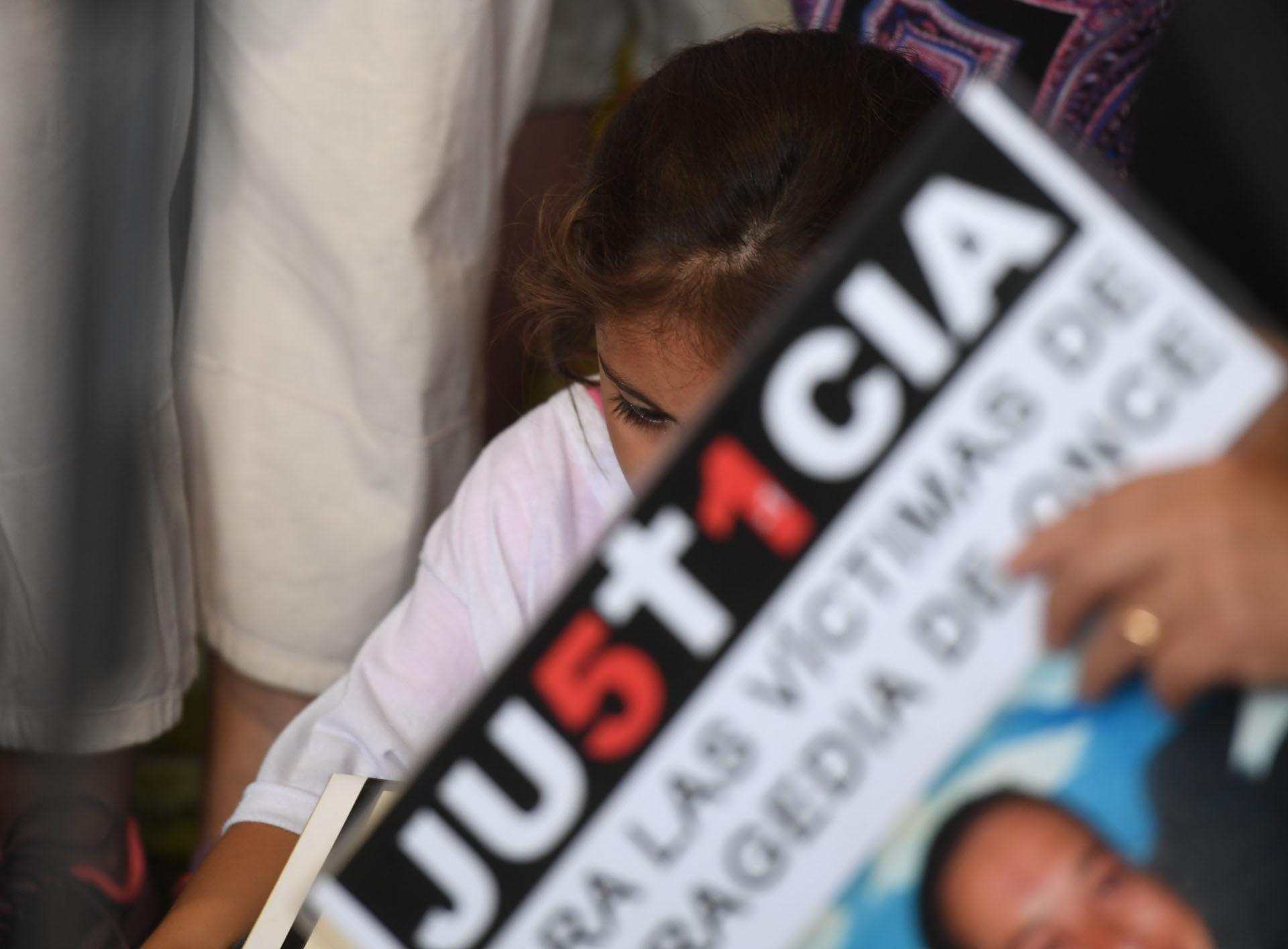 """""""Justicia"""" fue la palabra que se replicó en los carteles de los familiares"""